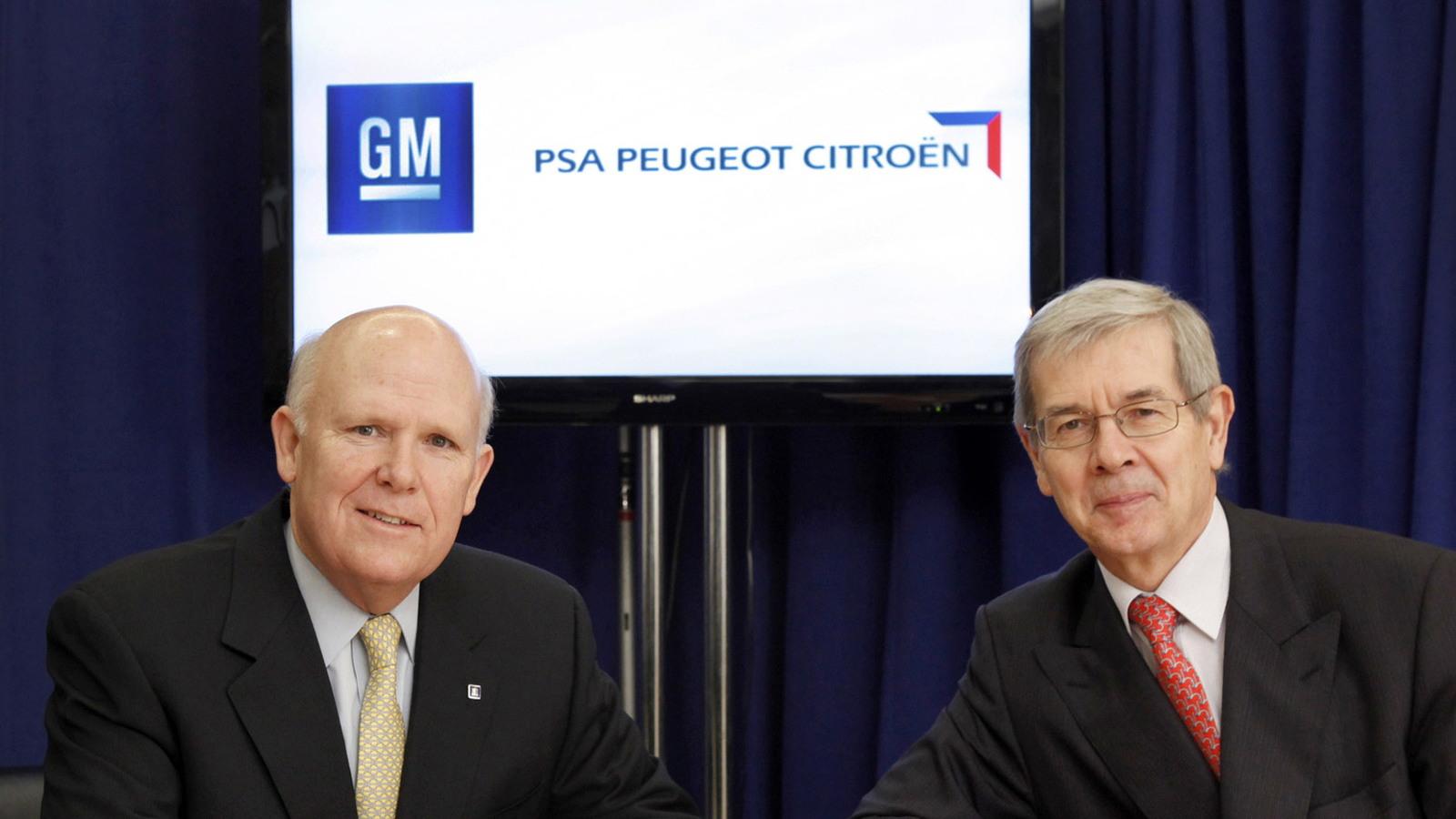GM CEO Dan Akerson (left) and PSA Peugeot Citroen CEO Philippe Varin