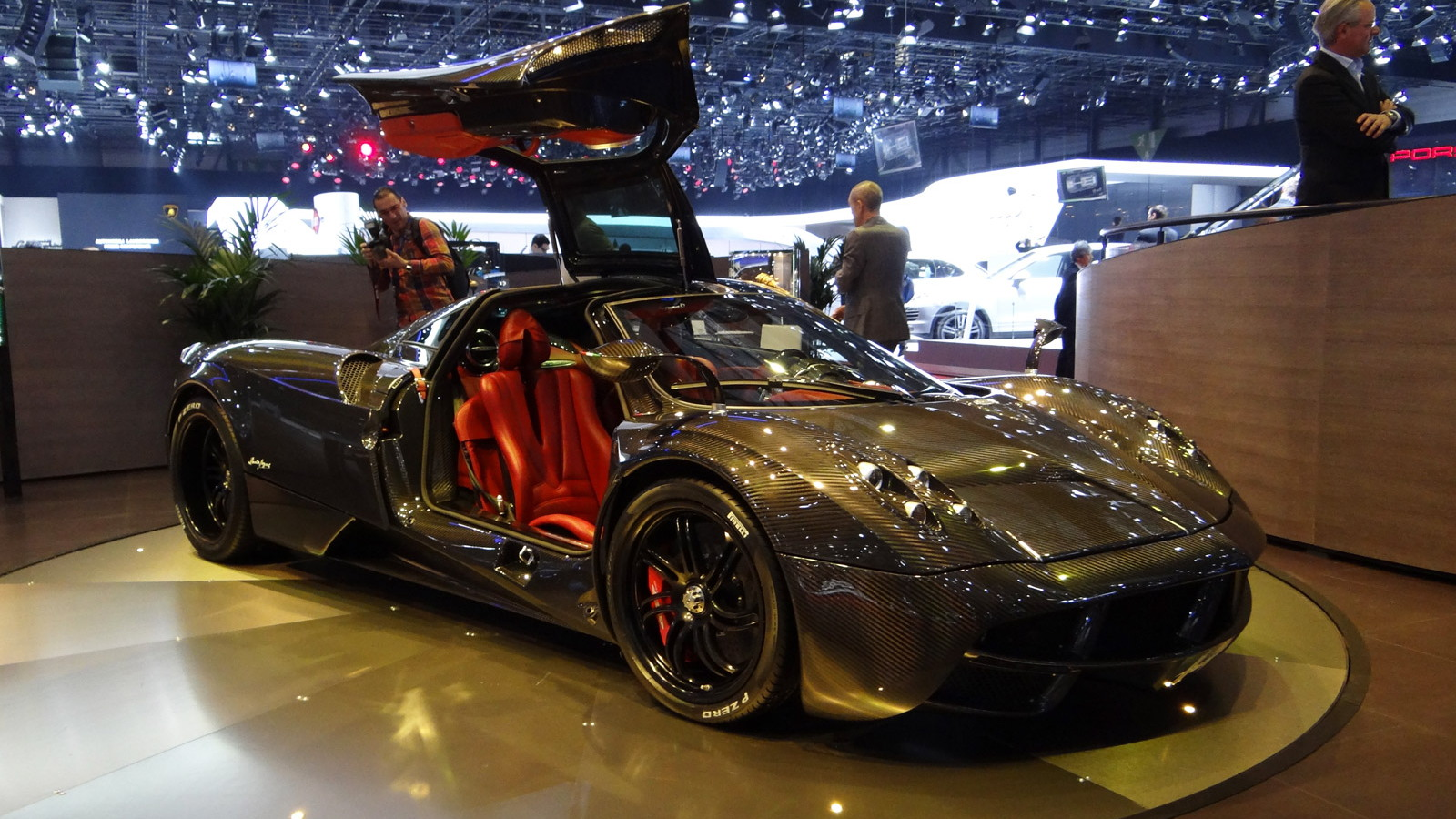 Pagani Huayra in bare carbon