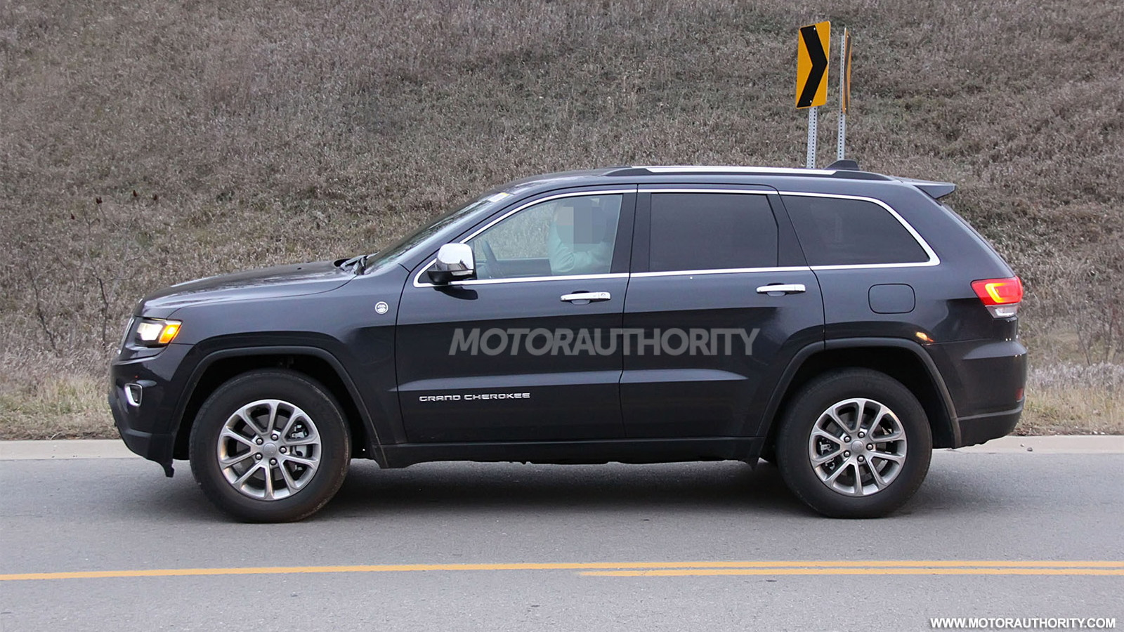 2014 Jeep Grand Cherokee facelift spy shots
