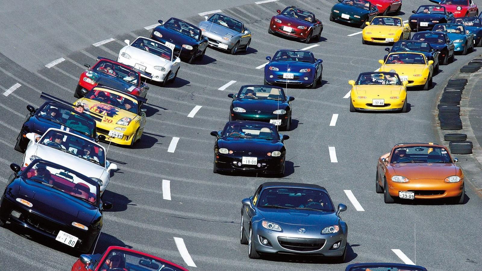 Previous record of 459 Mazda MX-5 Miatas set in 2010