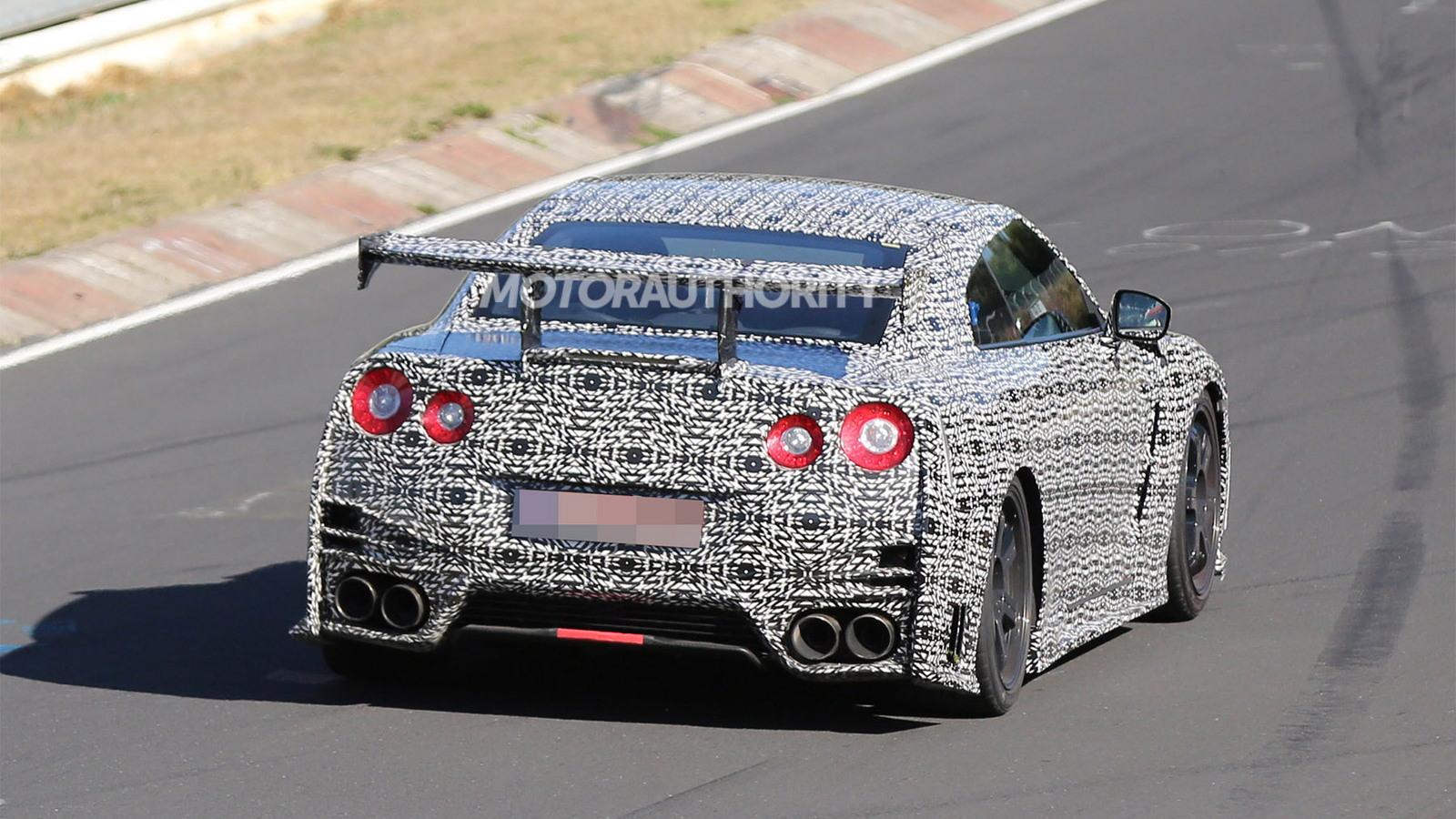 2015 Nissan GT-R NISMO spy shots