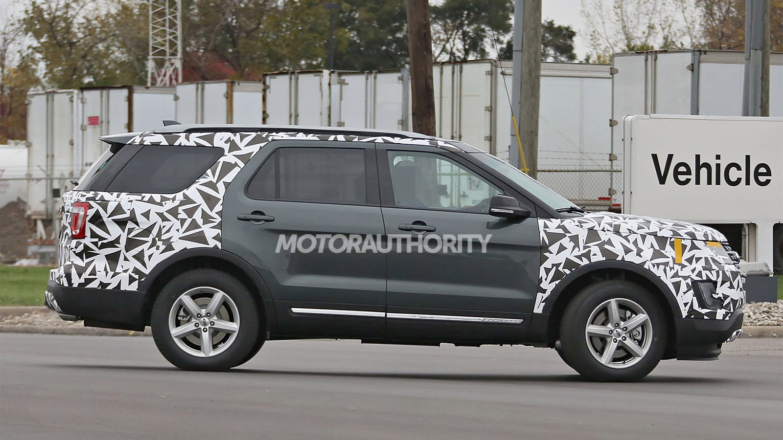 2016 Ford Explorer facelift spy shots