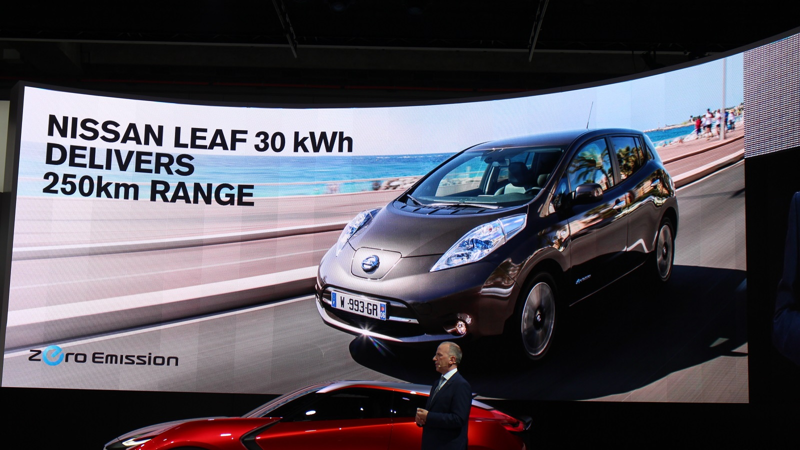 2016 Nissan Leaf range quoting at 250 km (155 miles) in Europe, Frankfurt Auto Show, Sep 2015