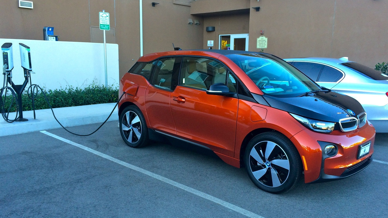 2015 BMW i3 REx charging at The Oaks Hotel, Paso Robles, California   [photo: Jeff Pantukhoff]
