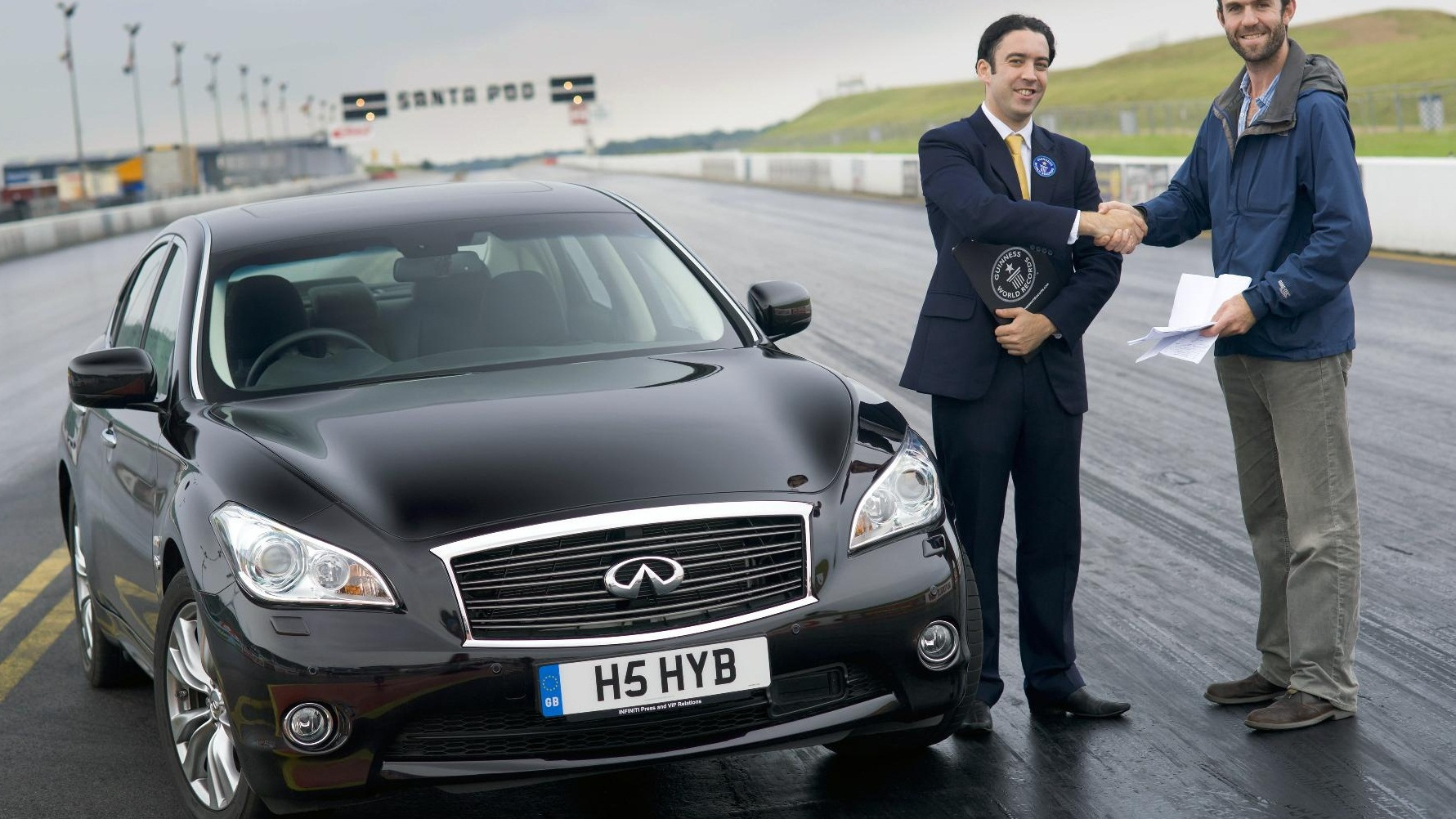 2012 Infiniti M35h sets Guinness record for quickest hybrid