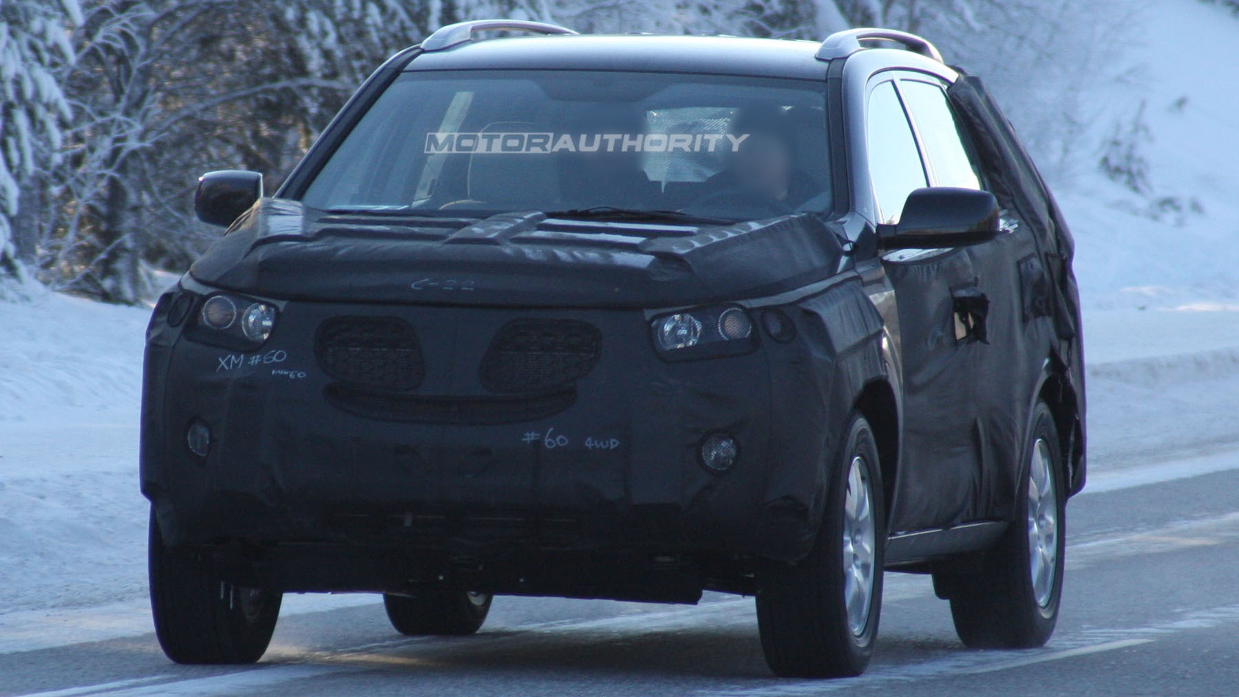 2010 kia sorento spy shots february 002