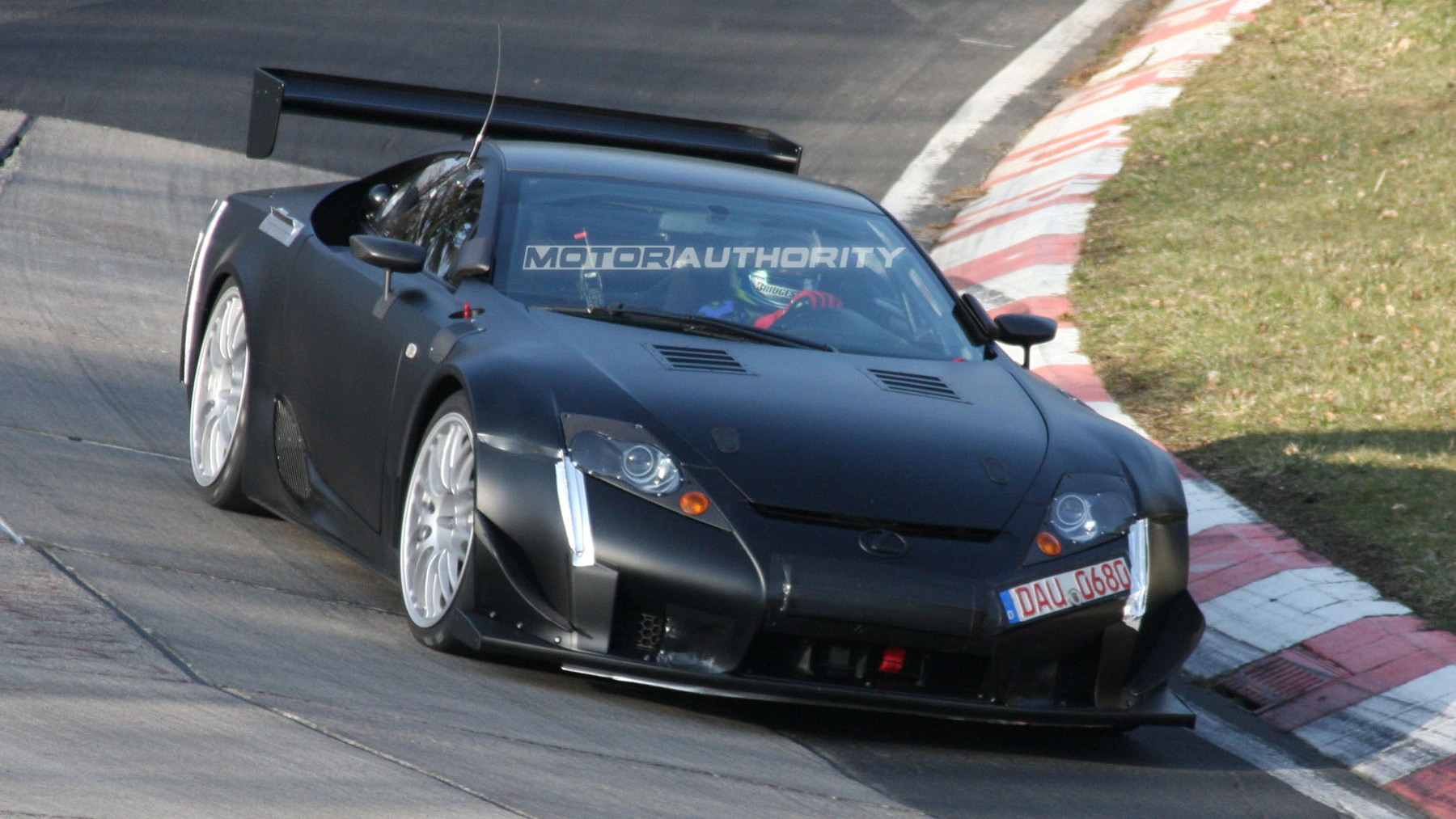 2011 lexus lfa spy shots april 002
