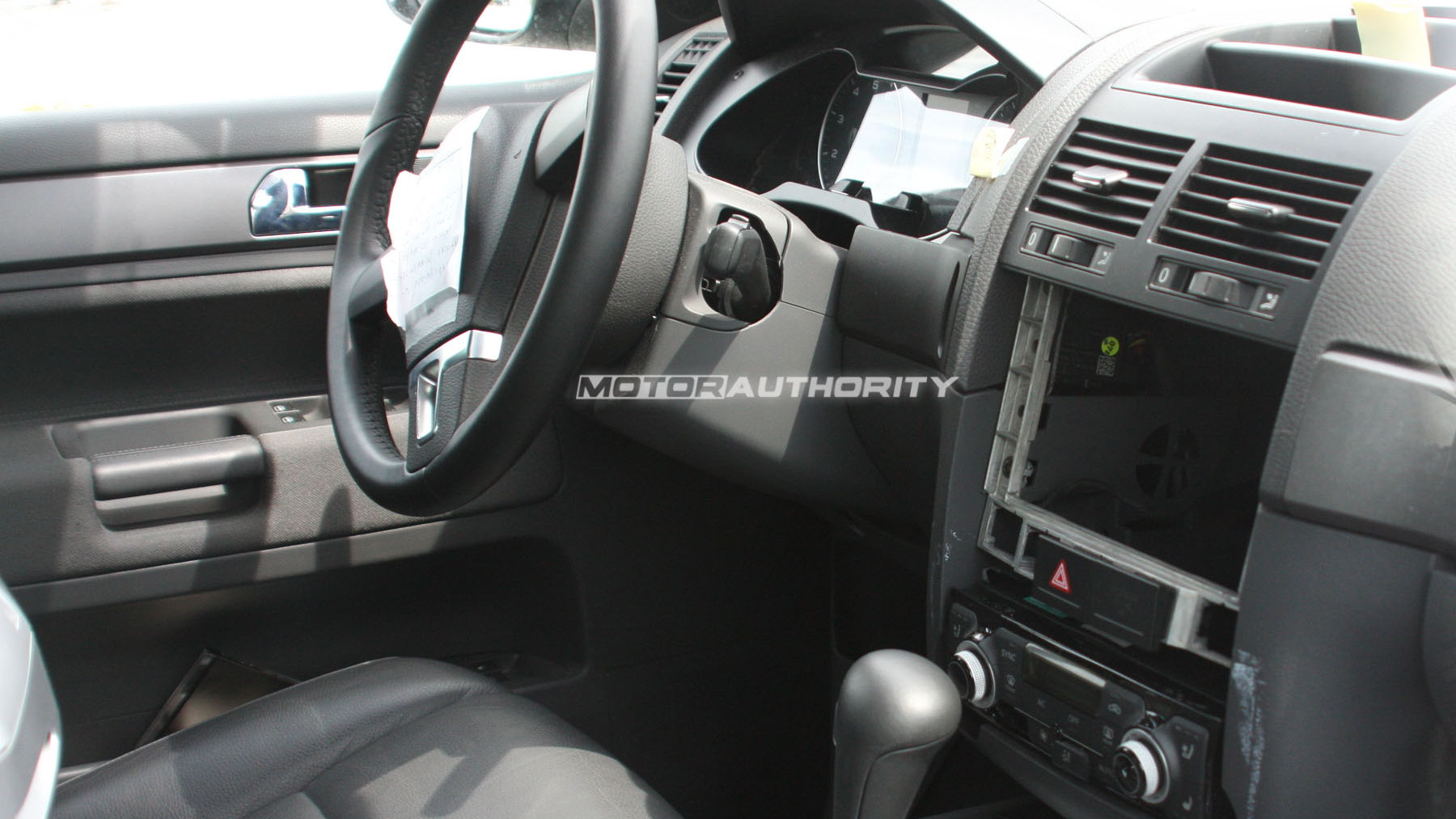 2011 volkswagen touareg test mule spy shots may 007