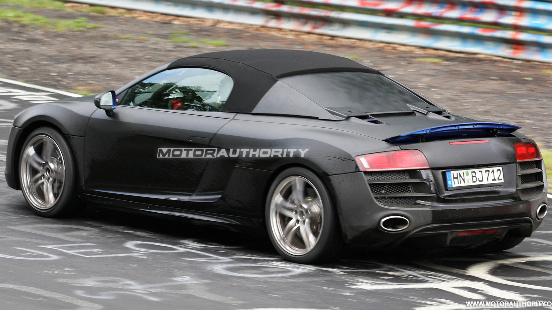 2011 audi r8 spyder spy shots june 010