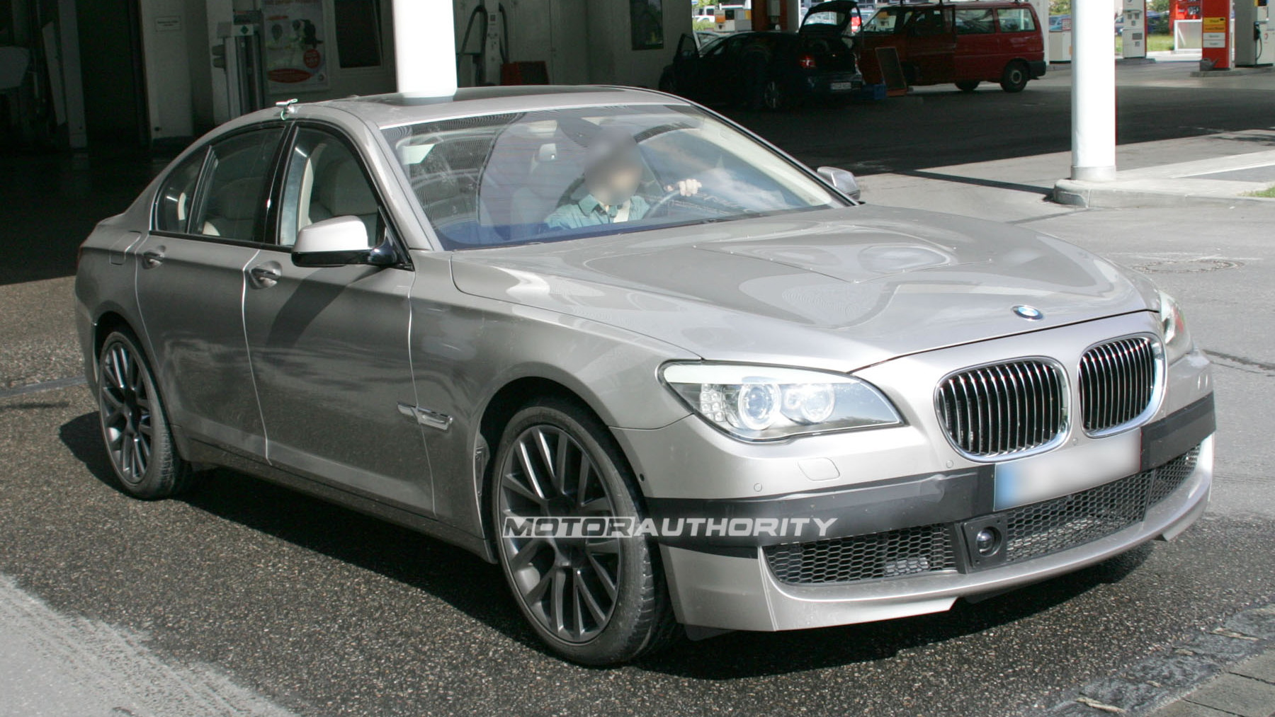2011 bmw m7 7 series spy shots june 004