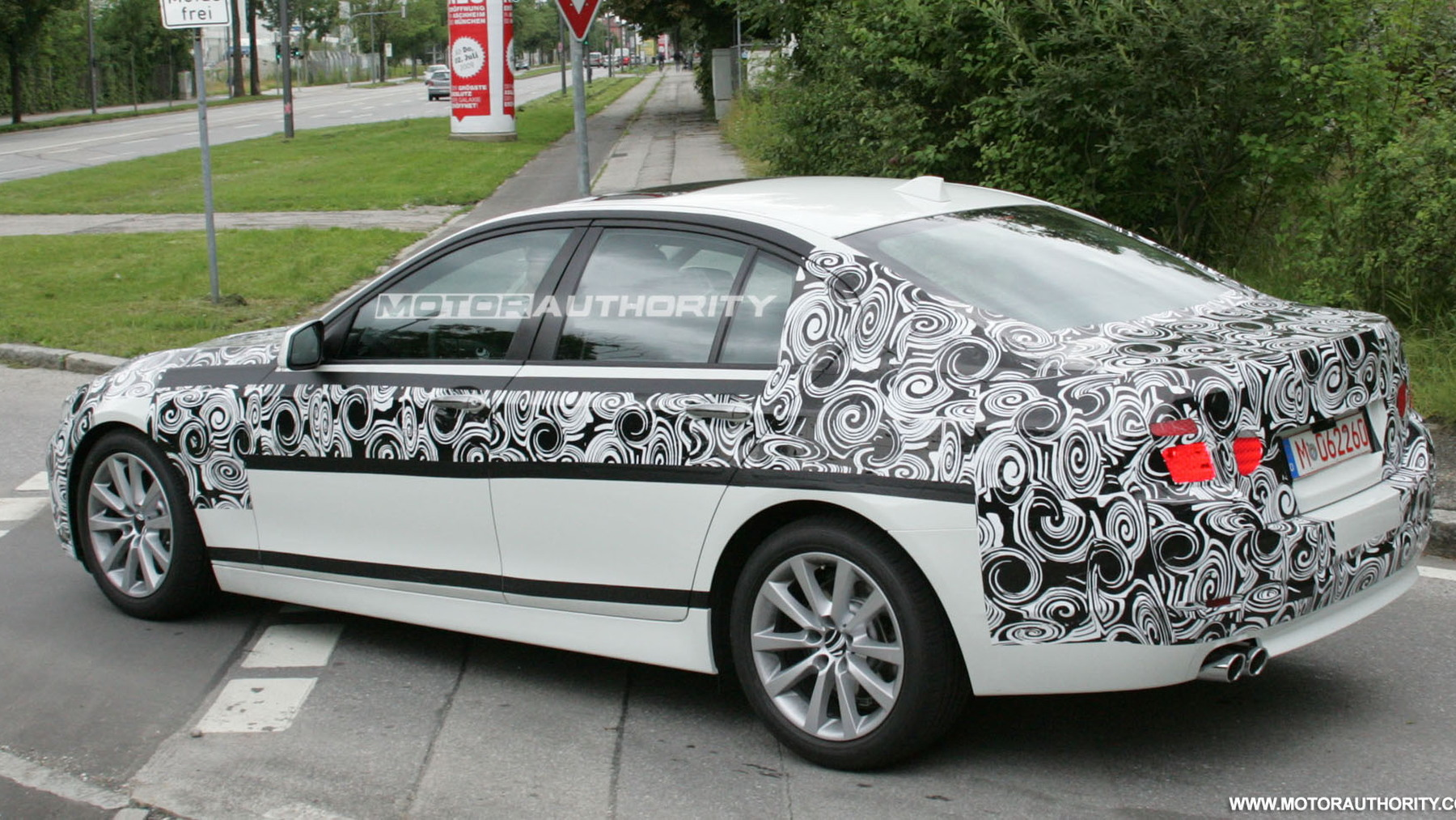 2010 bmw 5 series spy shots july 004
