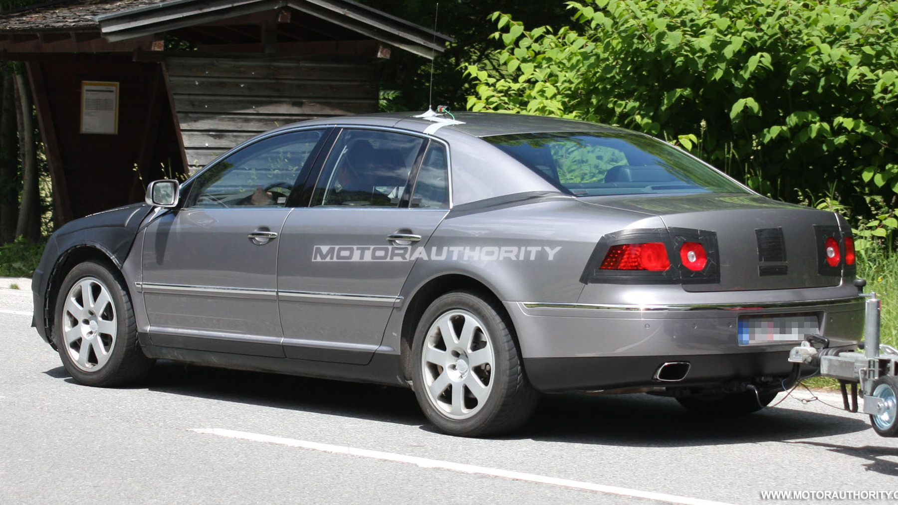 2011 volkswagen phaeton facelift spy shots june 005