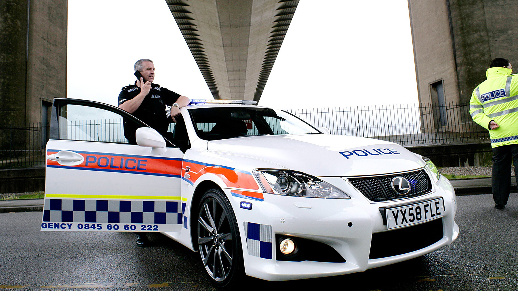 2009 lexus is f police car 001