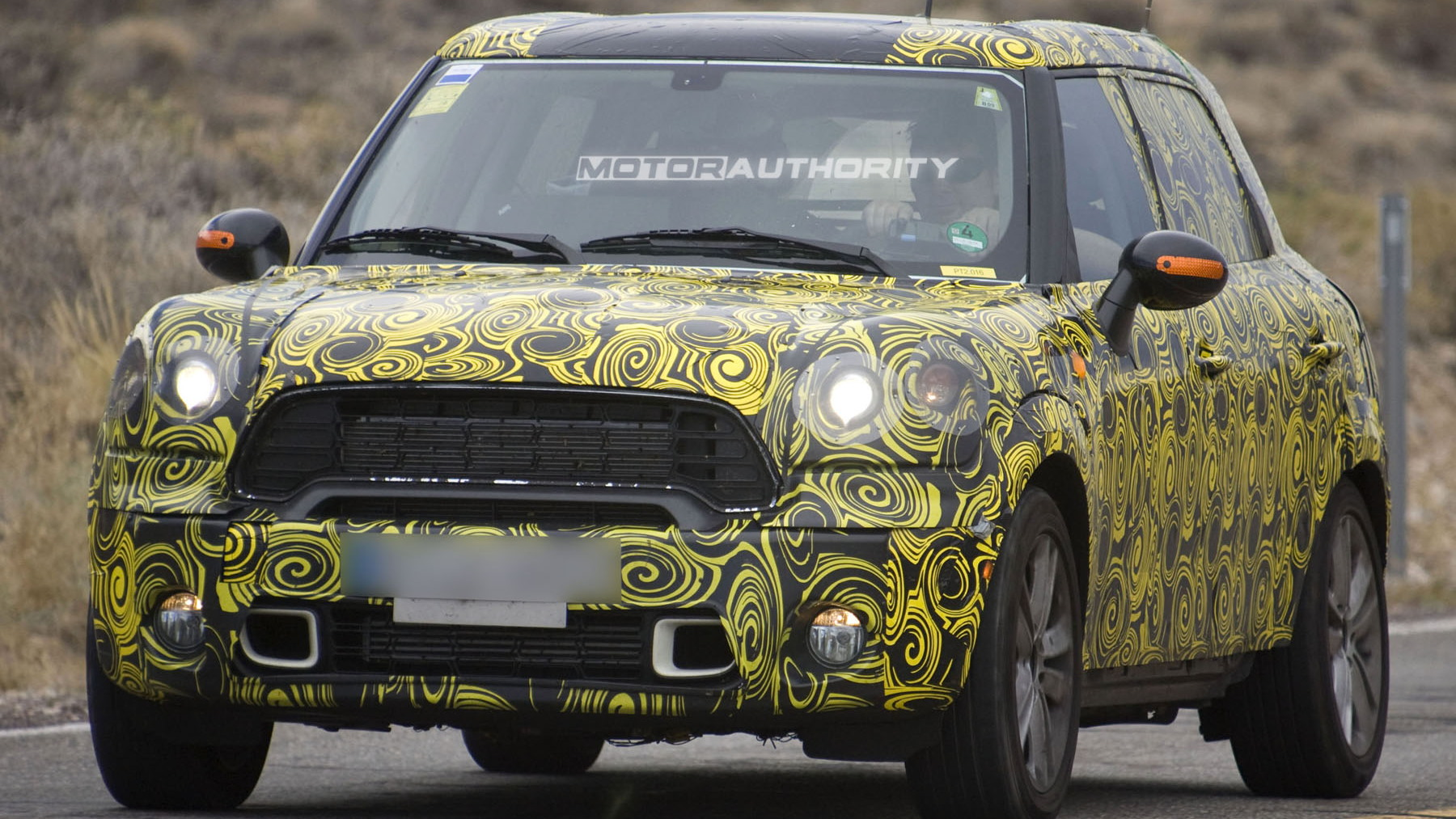 2010 mini crossover spy shots july 002