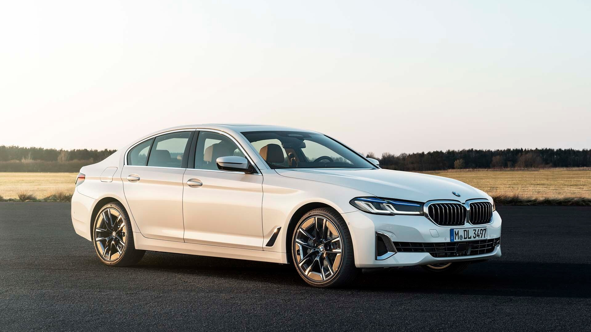 Updated 2021 Bmw 5 Series Luxury Sedan Pushes Deeper Into Tech Heavy Tomorrow