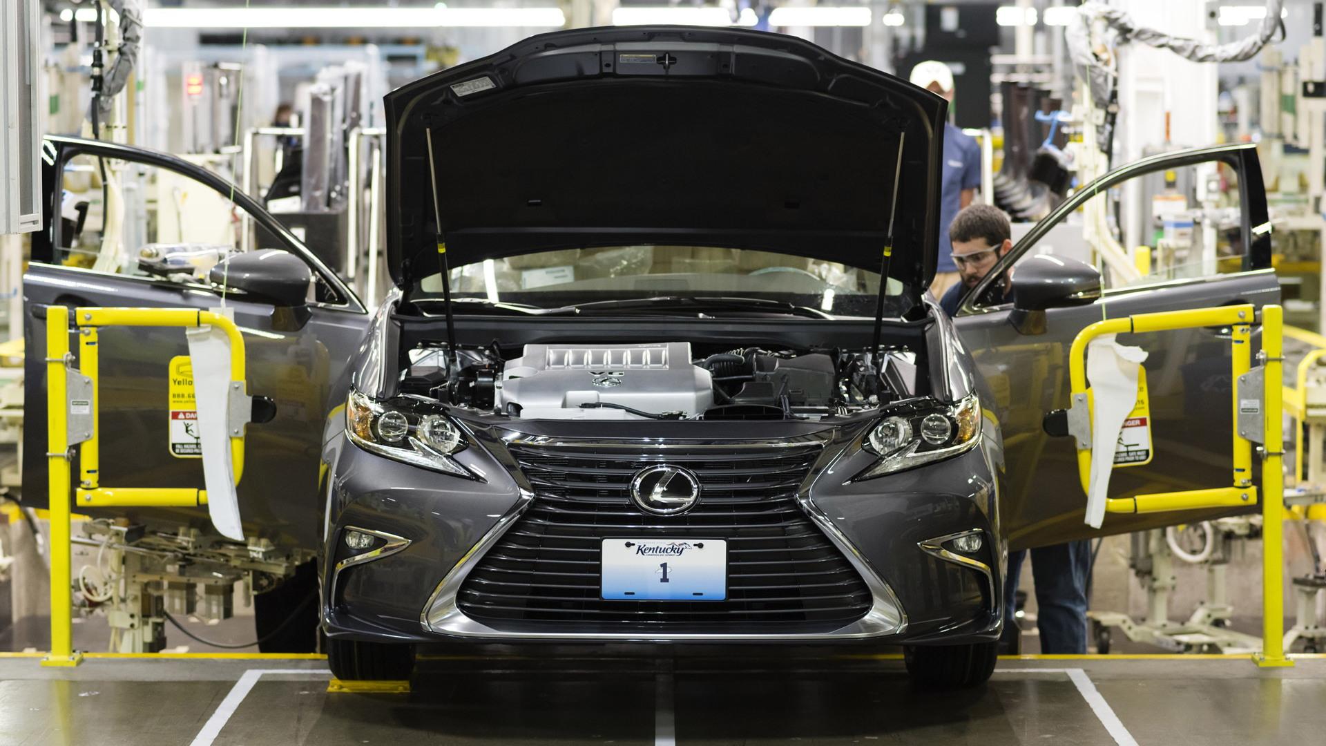 2016 Lexus ES production in Georgetown, Kentucky