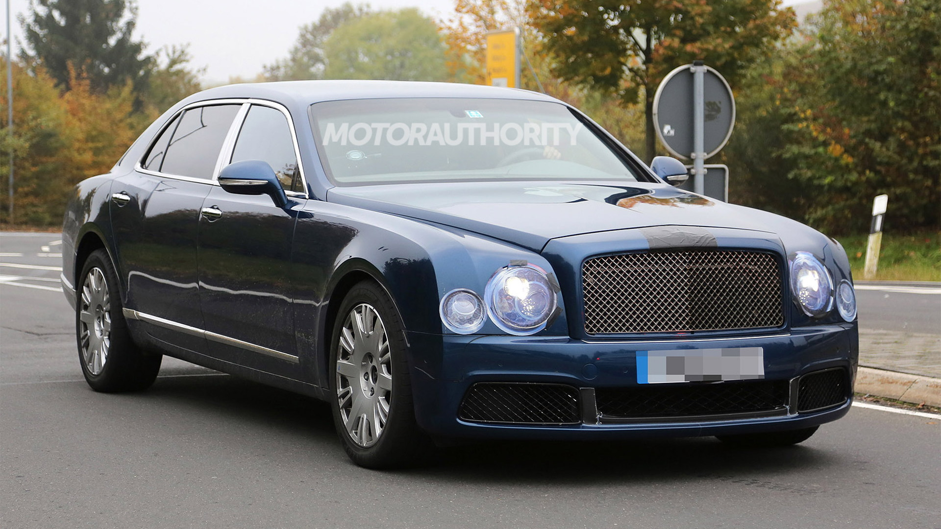 2017 Bentley Mulsanne long-wheelbase spy shots - Image via S. Baldauf/SB-Medien