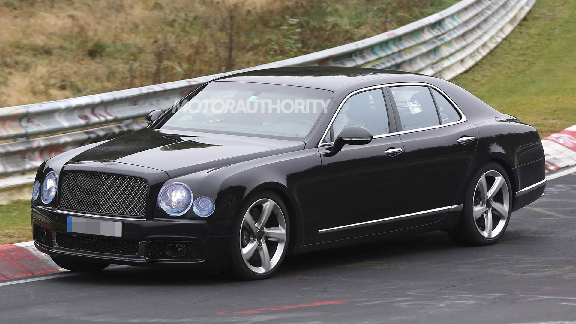2017 Bentley Mulsanne facelift spy shots - Image via S. Baldauf/SB-Medien