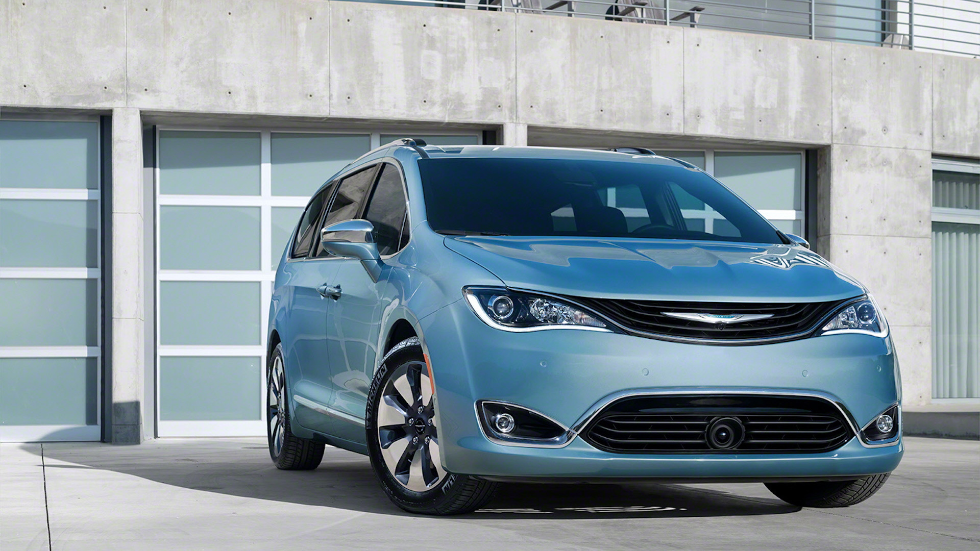 2017 Chrysler Pacifica Hybrid Plug In Minivan Offers 30