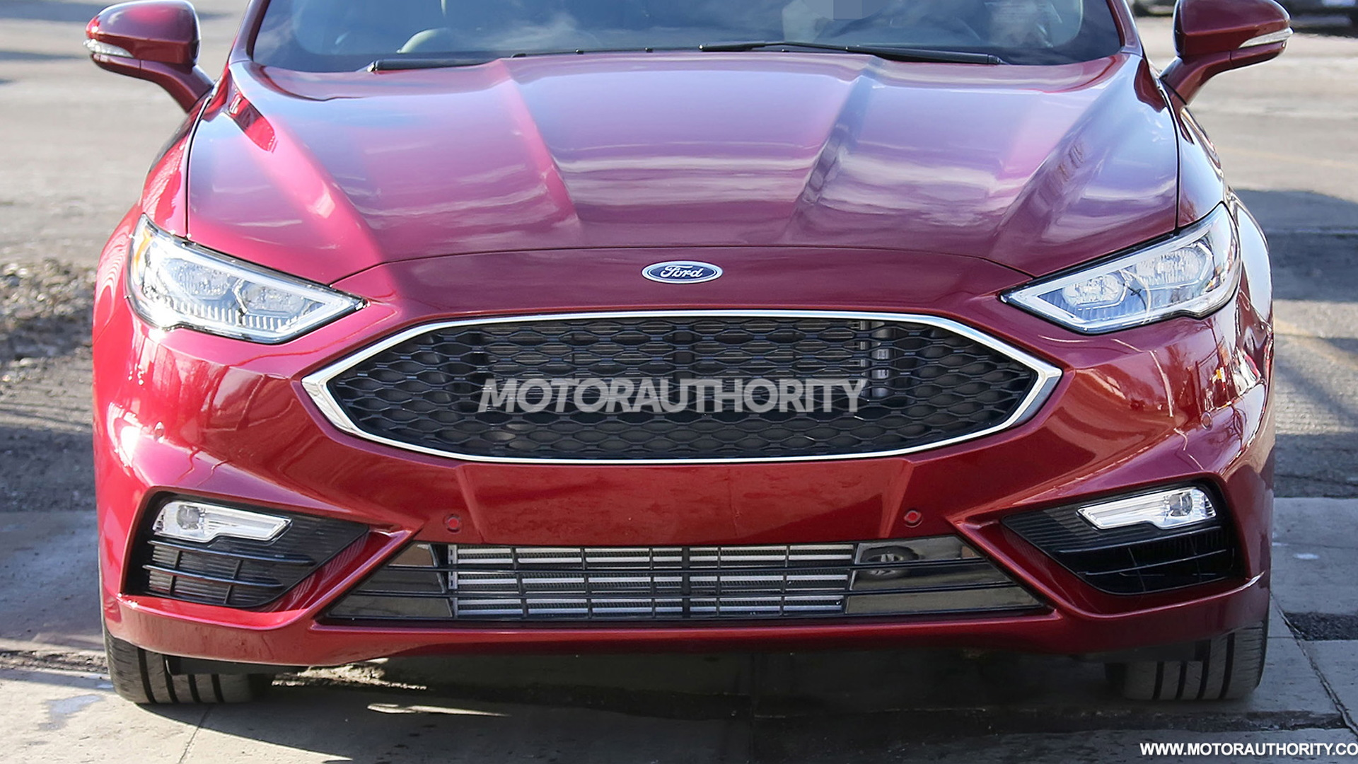 2017 Ford Fusion facelift spy shots - Image via S. Baldauf/SB-Medien