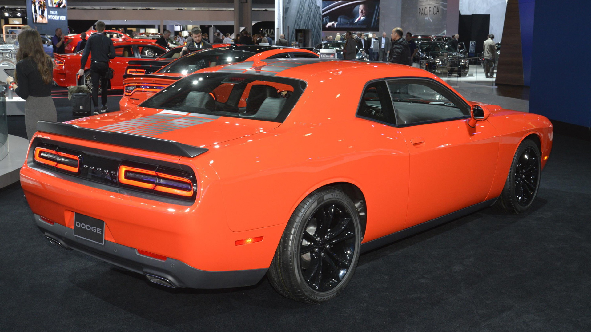 Go Mango Charger >> Dodge Expands Popular Go Mango Color To All Chargers Challengers