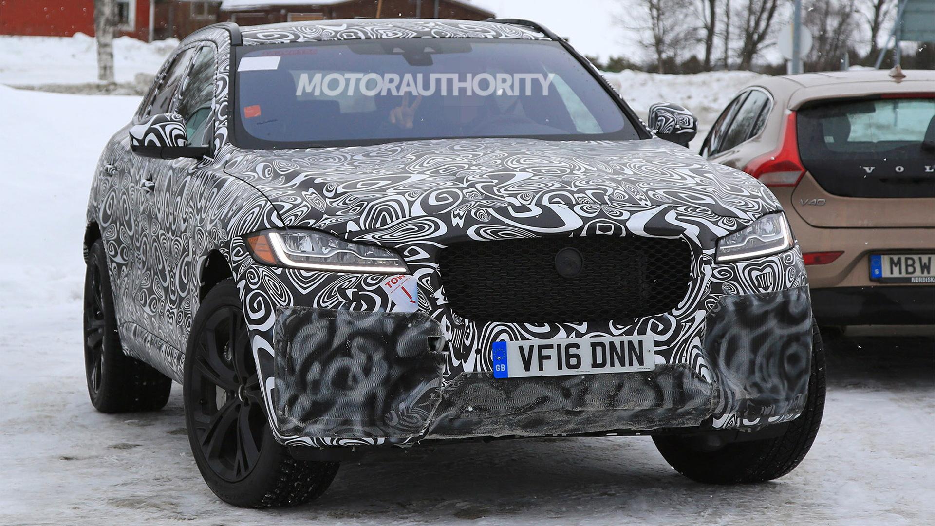 2019 Jaguar F-Pace SVR spy shots - Image via S. Baldauf/SB-Medien