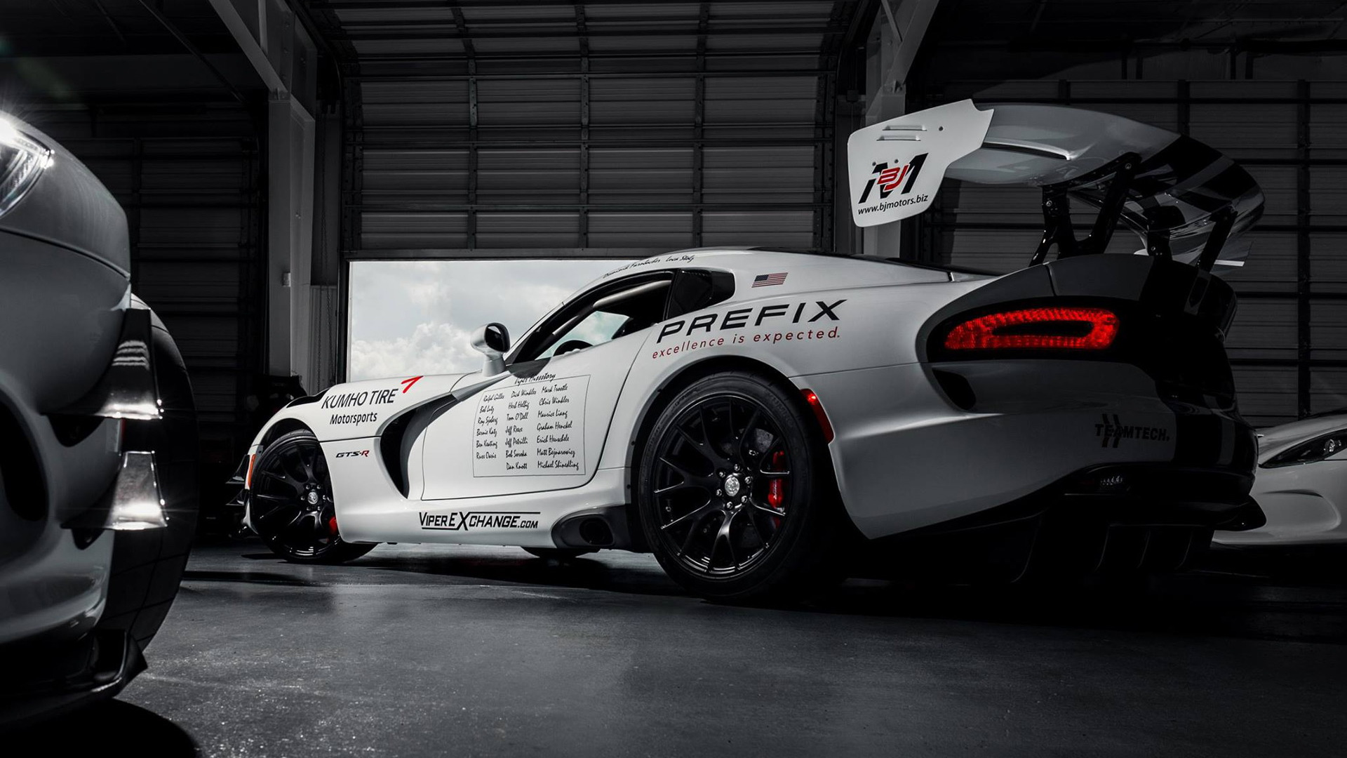 2017 Dodge Viper ACR in preparation for Nürburgring lap record attempt - Image via ViperRingKing