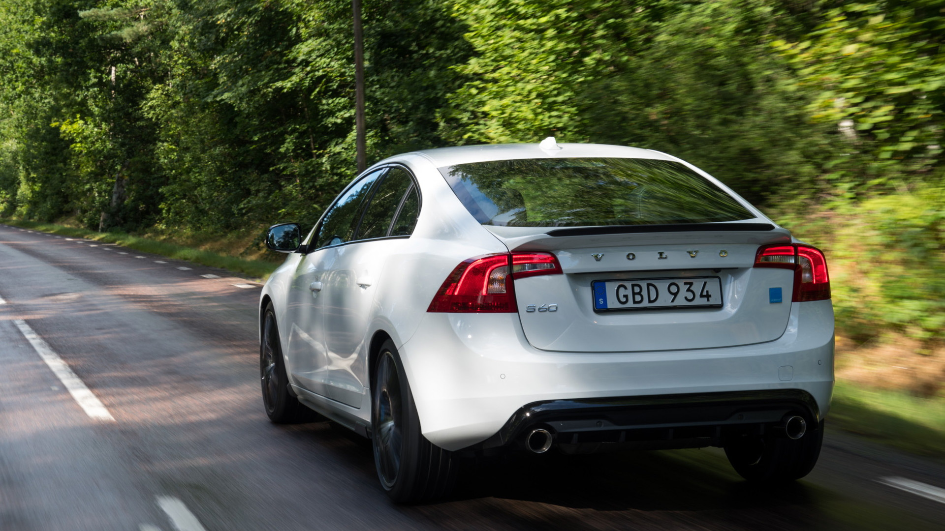 2018 Volvo S60 and V60 Polestar get carbon fiber aero upgrades