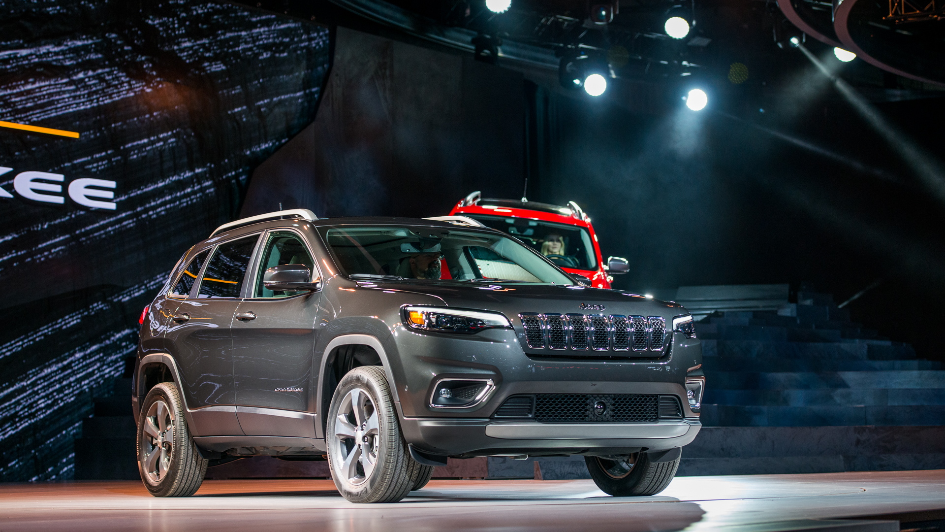2019 Jeep Cherokee: Prettier And Turbocharged >> 2019 Jeep Cherokee Makeover Reveals Prettier Face Turbocharged Power