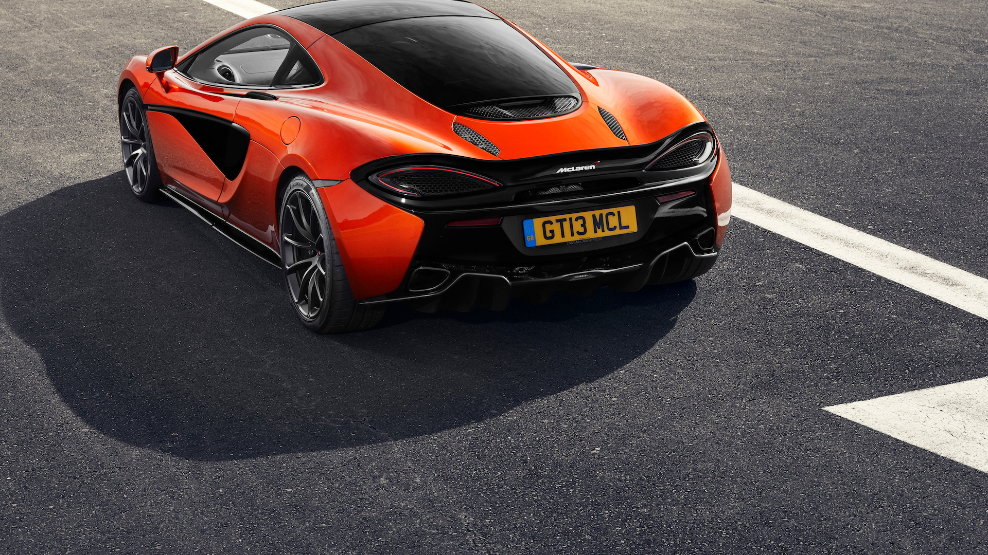 McLaren 570GT with Defined Black package