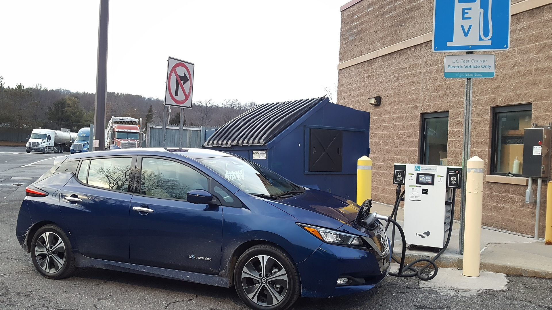 2018 Nissan Leaf with Greenlots fast charger by Dumpster at I-87 Modena travel plaza, Feb 2018