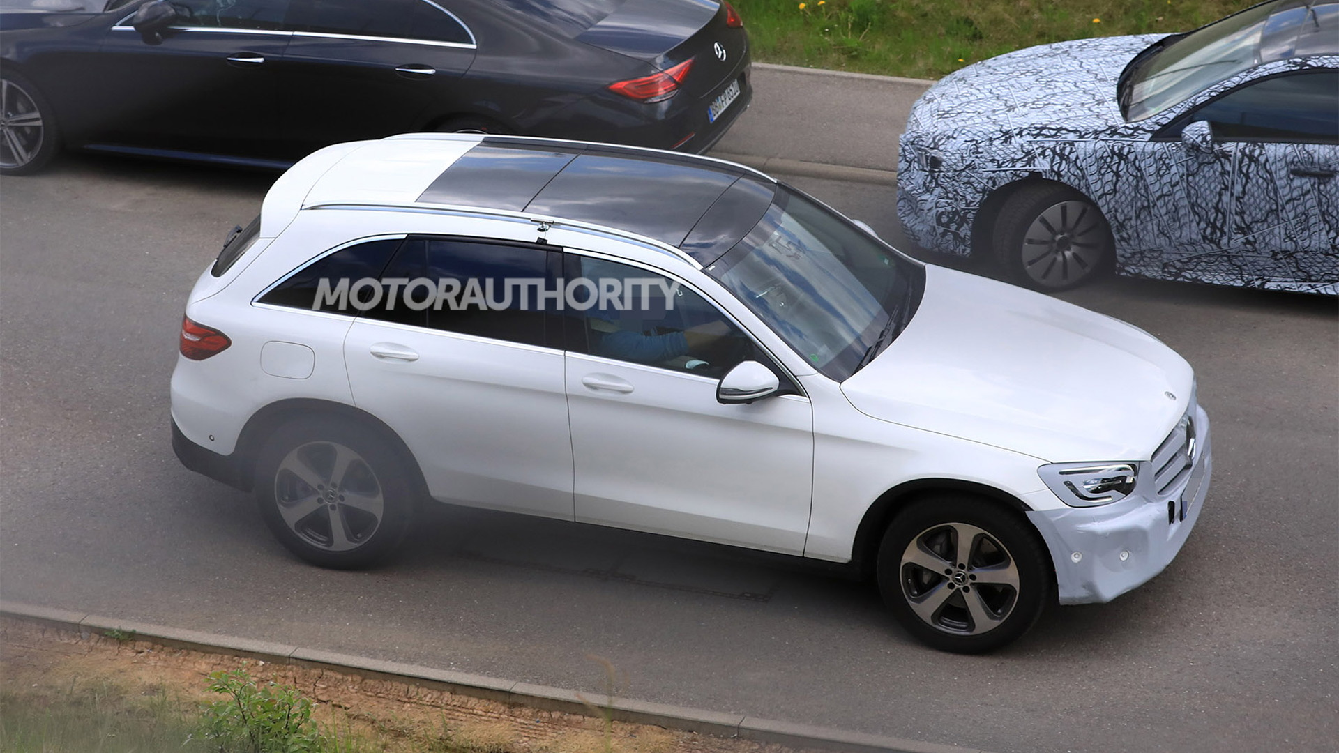 2020 Mercedes-Benz GLC facelift spy shots - Image via S. Baldauf/SB-Medien