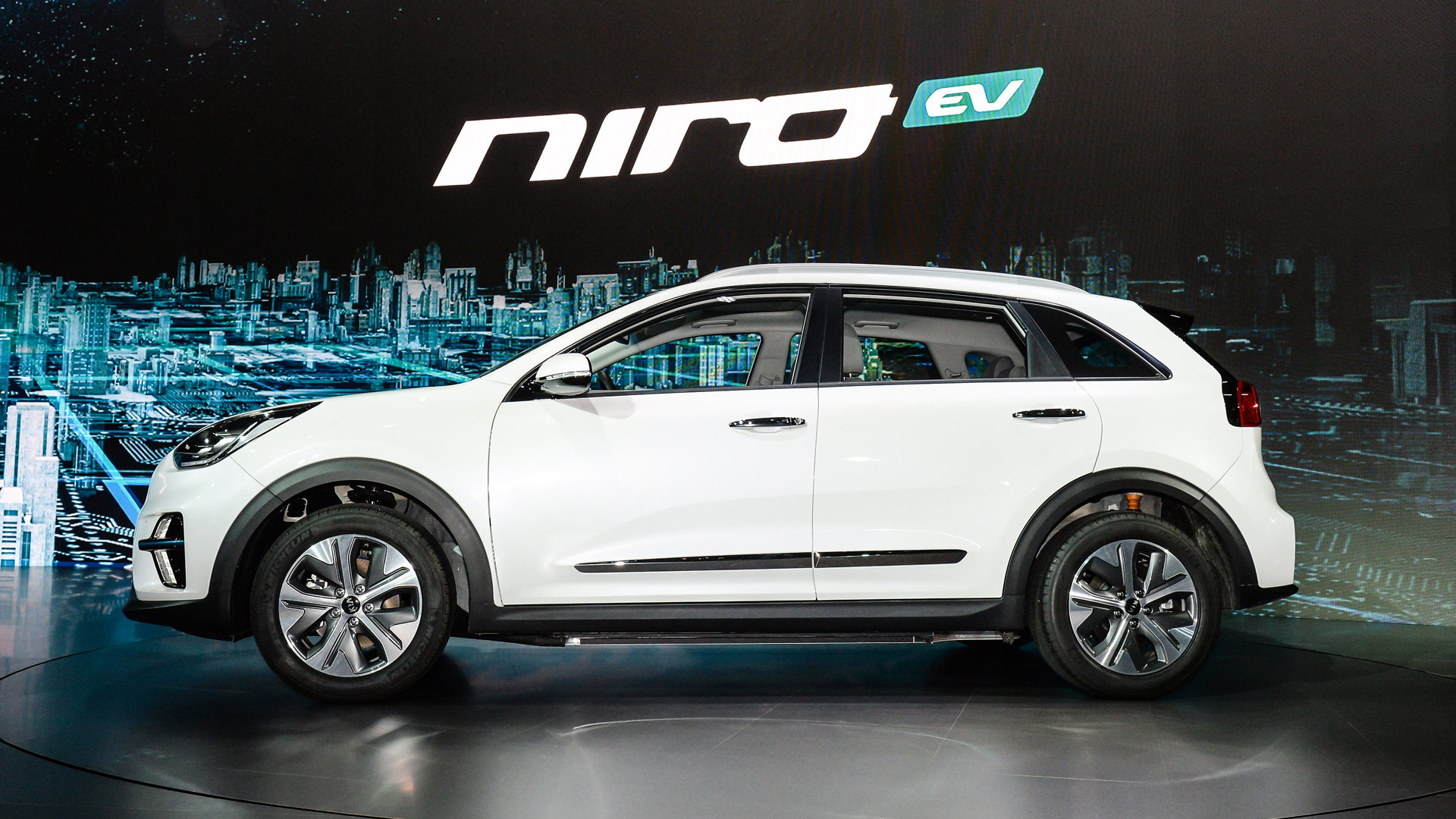 2019 Kia Niro Ev Debuts With 210 Horsepower 280 Miles Of Range