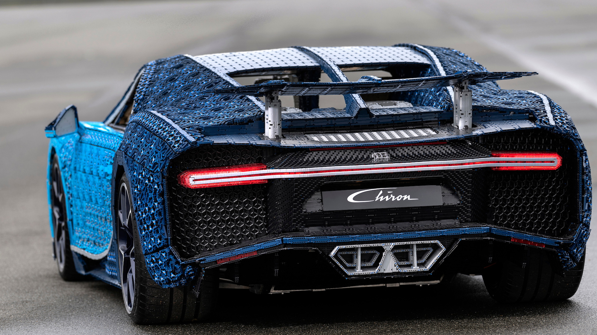 this life size drivable lego bugatti chiron has 2 304. Black Bedroom Furniture Sets. Home Design Ideas