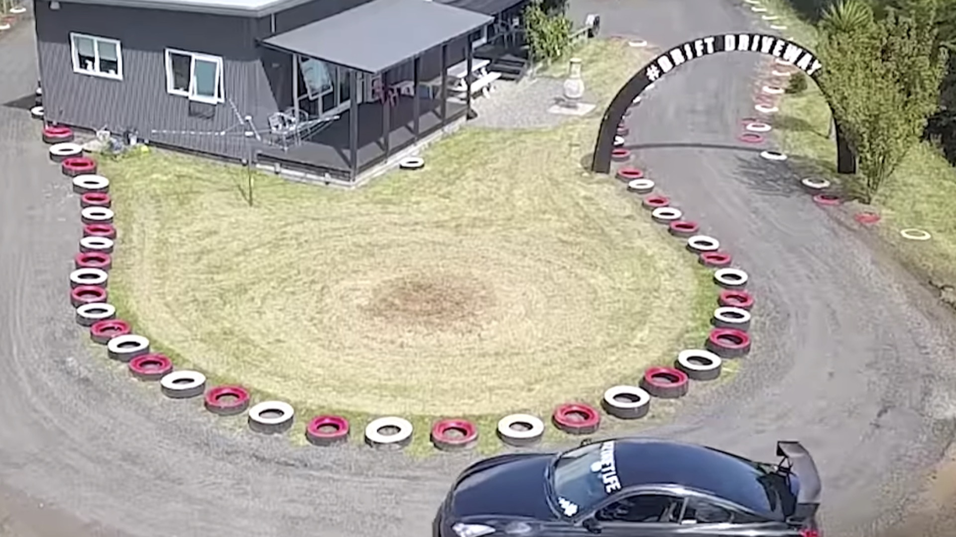 New Zealand man builds drift track around house