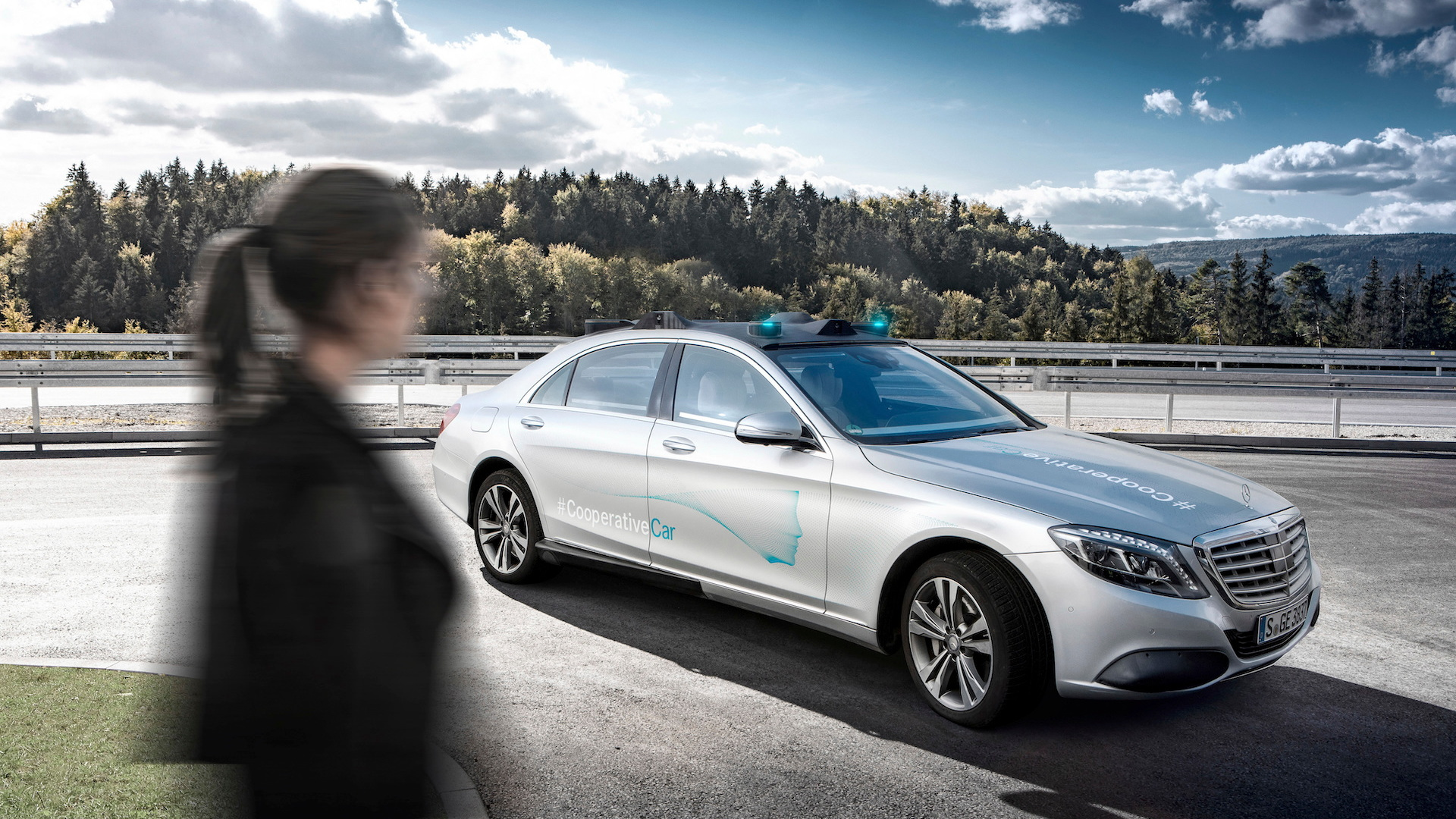 Mercedes-Benz self-driving Cooperation Car
