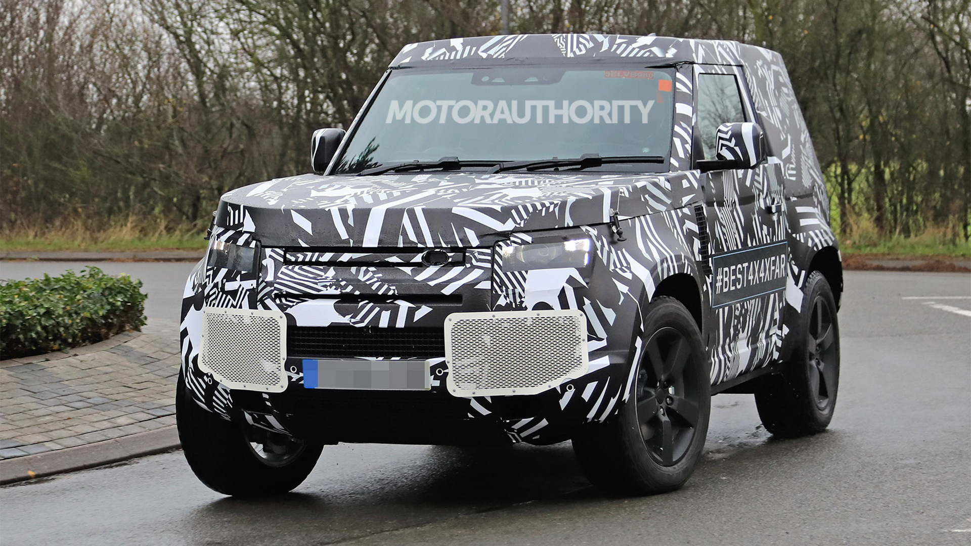 2020 Land Rover Defender 3-door spy shots - Image via S. Baldauf/SB-Medien