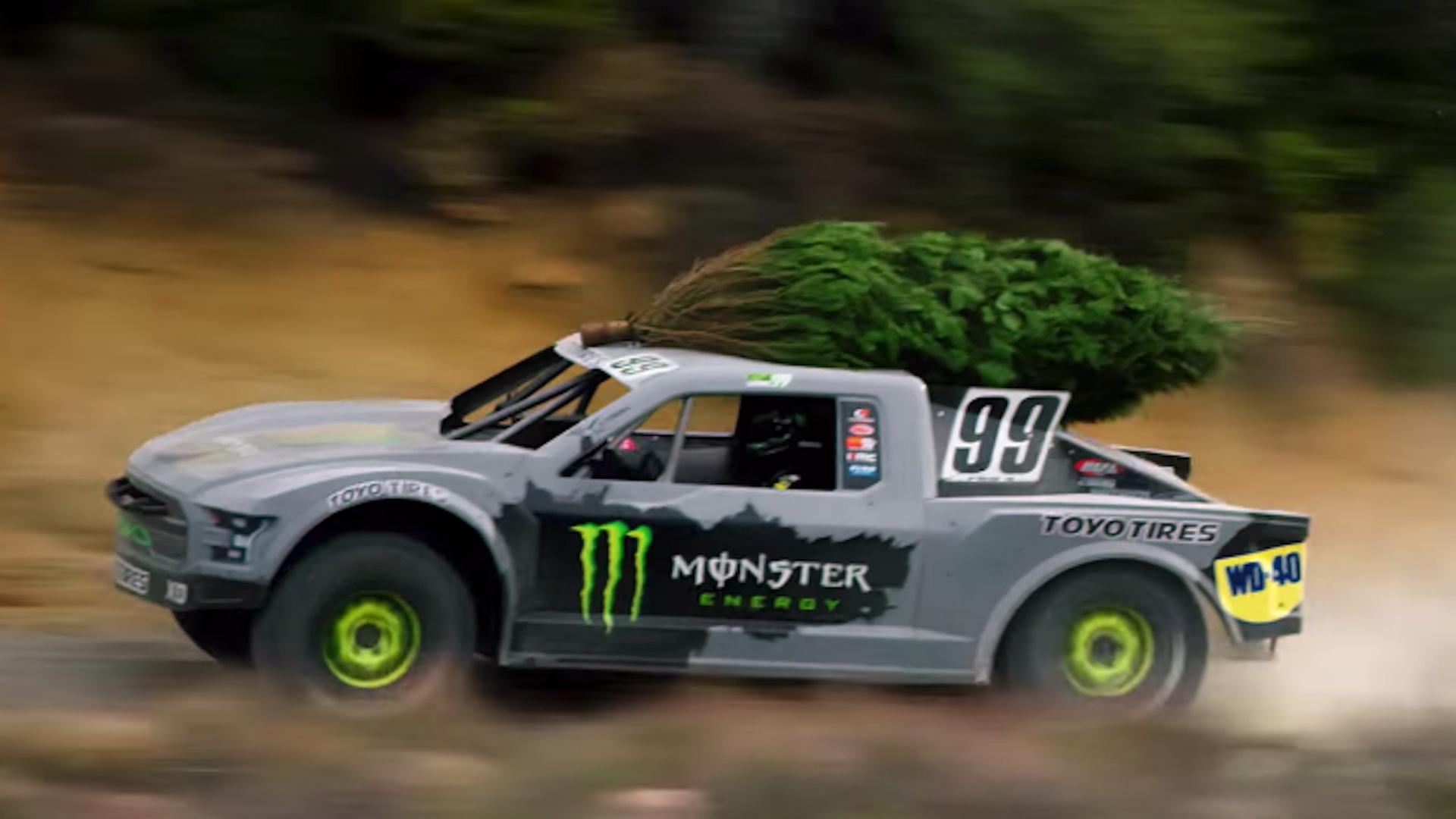Kyle DeLuc Christmas tree run