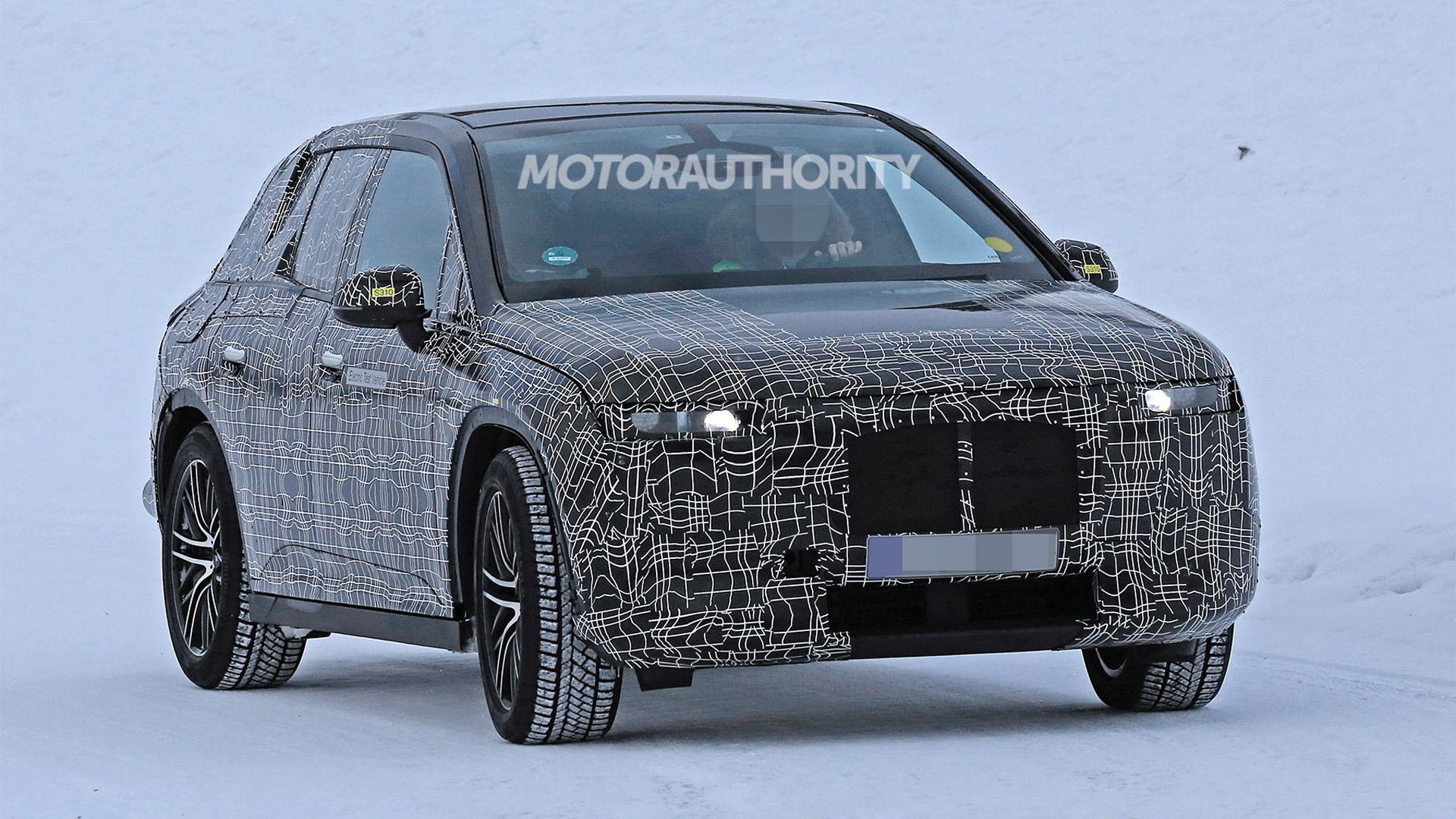 2022 BMW iNext spy shots - Image via S. Baldauf/SB-Medien