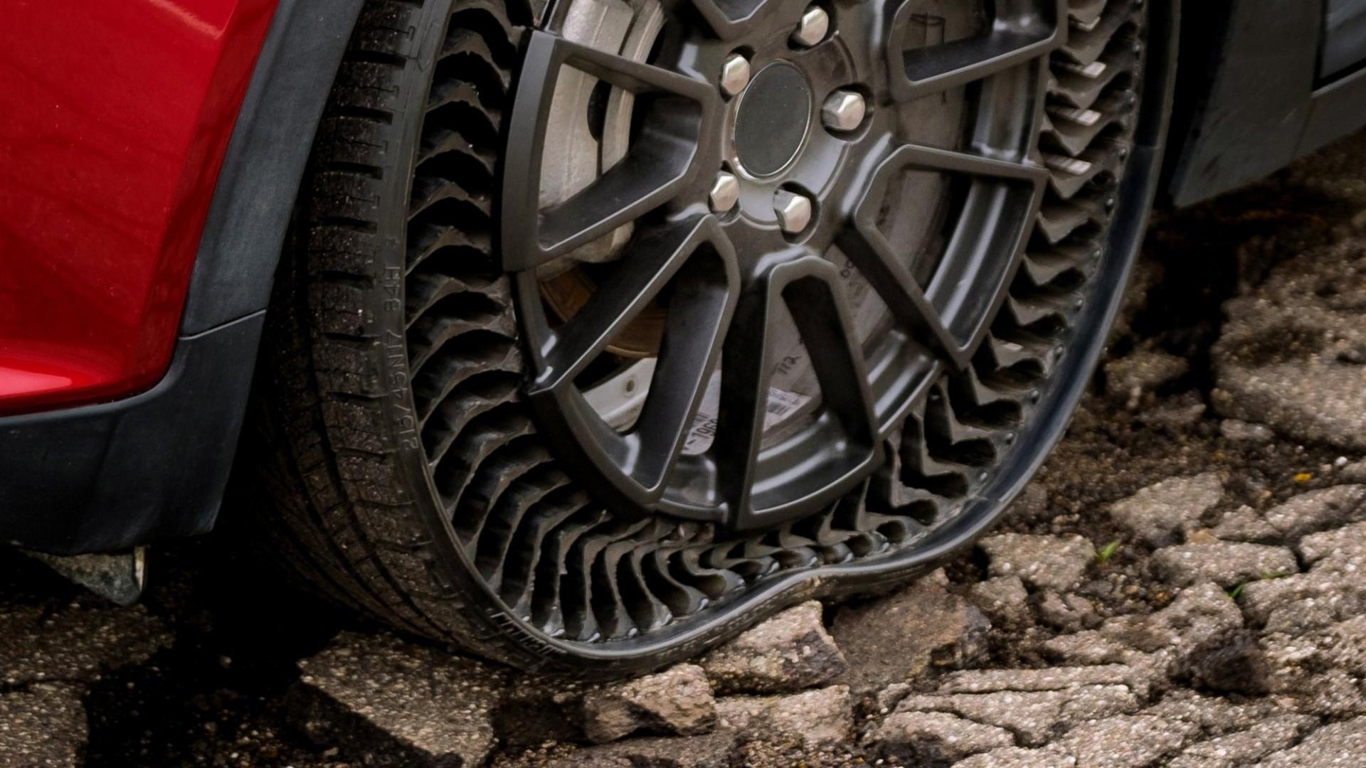 Michelin Uptis prototype tire, on Chevrolet Bolt EV