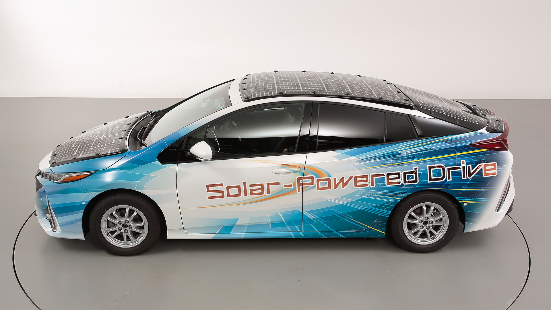 Prius Solar Roof >> Toyota Covers Prius Prime With Solar Panels To Test Mileage