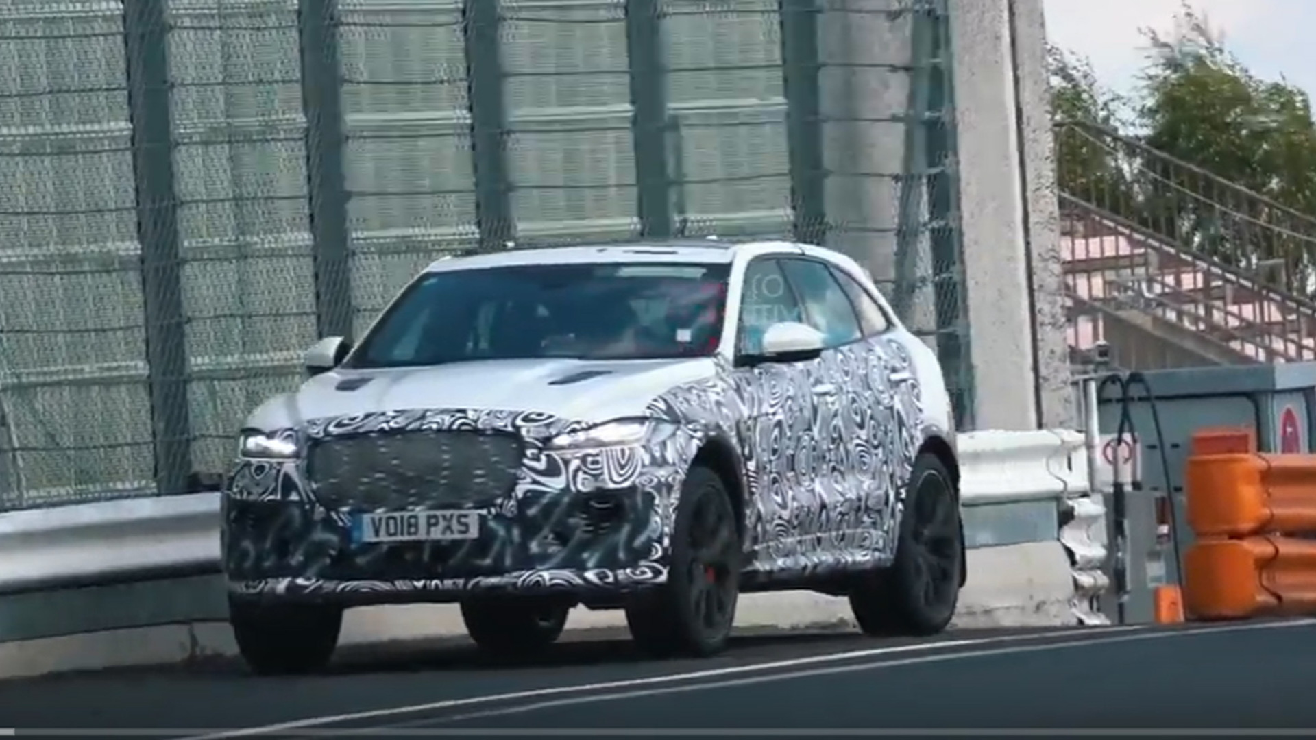 2021 Jaguar F-Pace SVR facelift spy shots