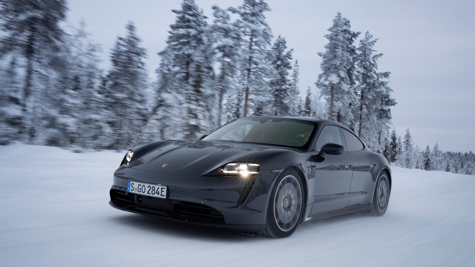 2020 Porsche Taycan 4S  -  Levi, Finland