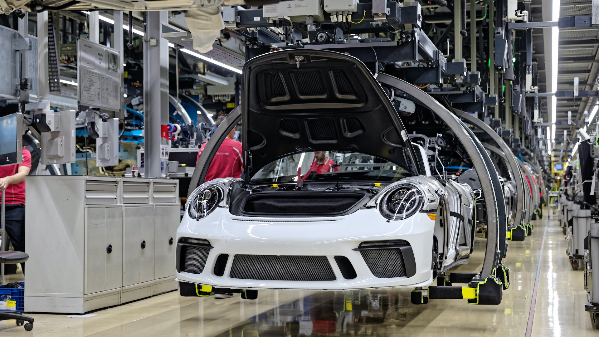 Last 991-generation Porsche 911 rolls off production line