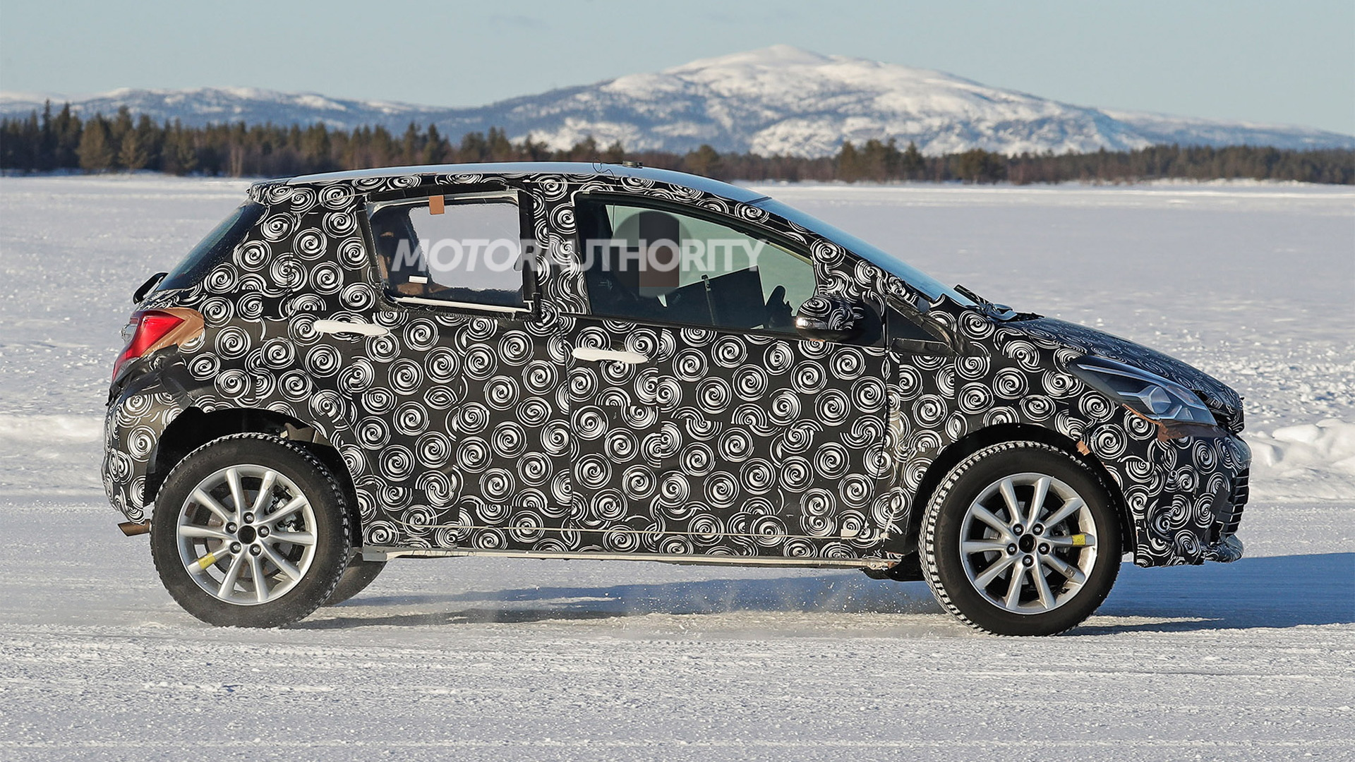 2022 Toyota subcompact crossover SUV spy shots - Photo credit:S. Baldauf/SB-Medien
