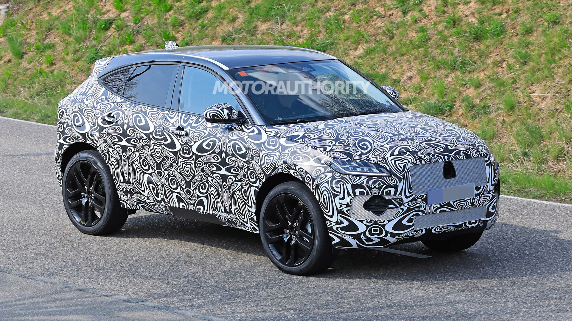 2021 Jaguar E-Pace facelift spy shots - Photo credit: S. Baldauf/SB-Medien