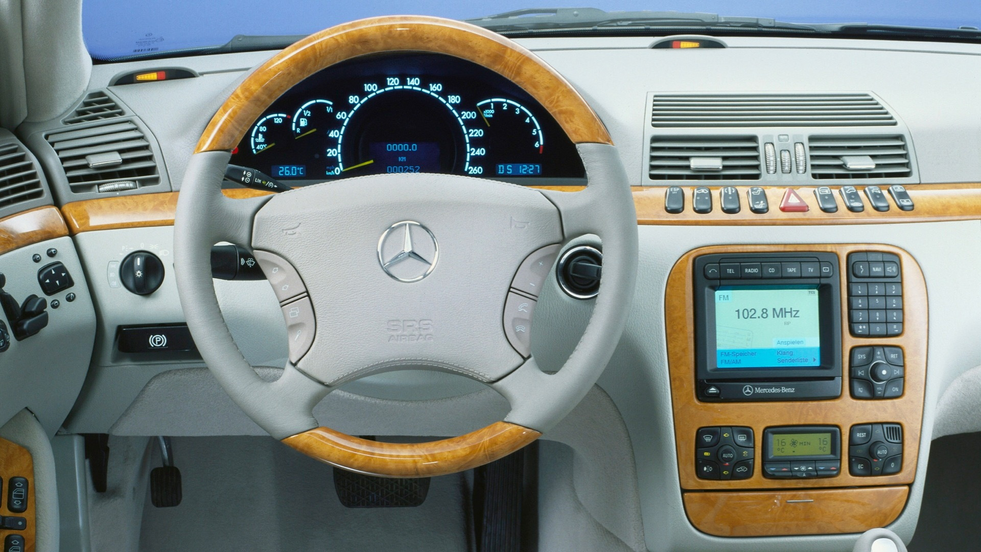 Mercedes-Benz S-Class W220 dashboard