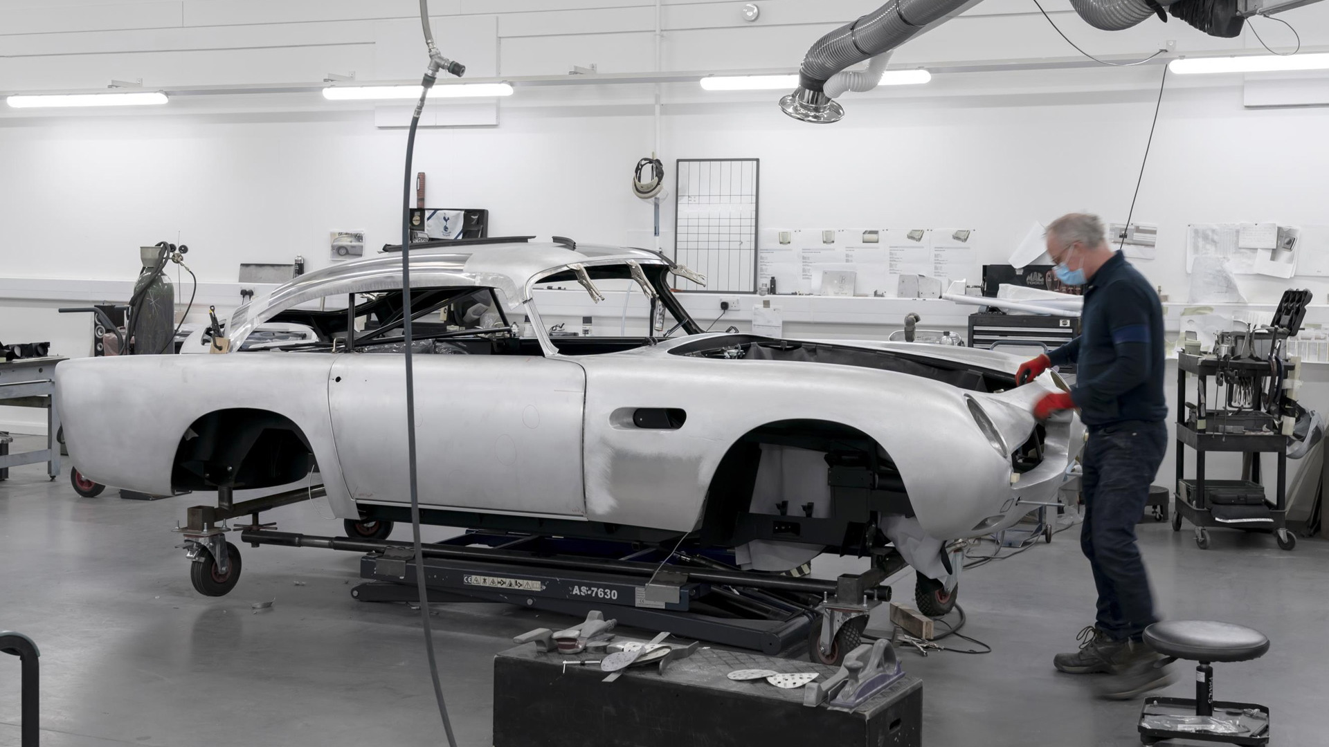 Aston Martin begins building continuation DB5 with fake machine guns