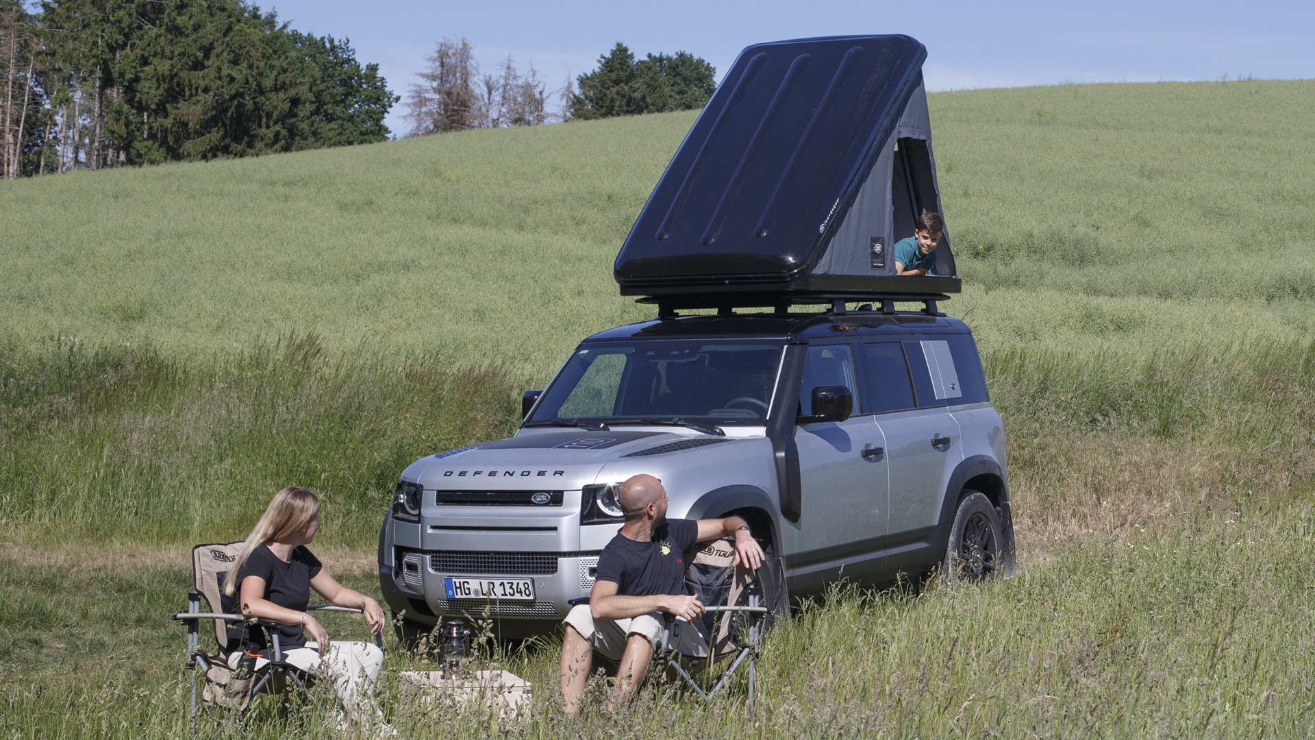 2020 Land Rover Defender 110 with Autohome roof tent