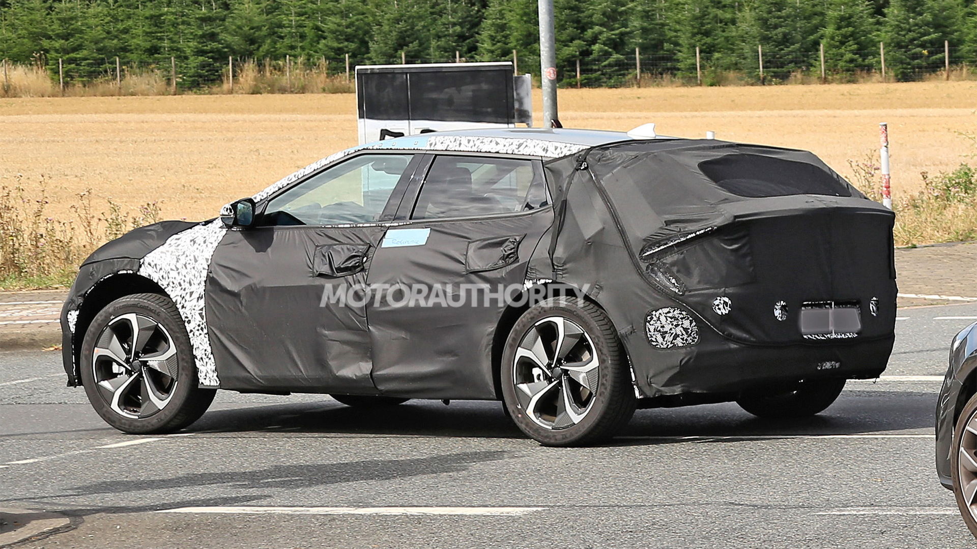 2022 Kia electric hatch spy shots - Photo credit: S. Baldauf/SB-Medien
